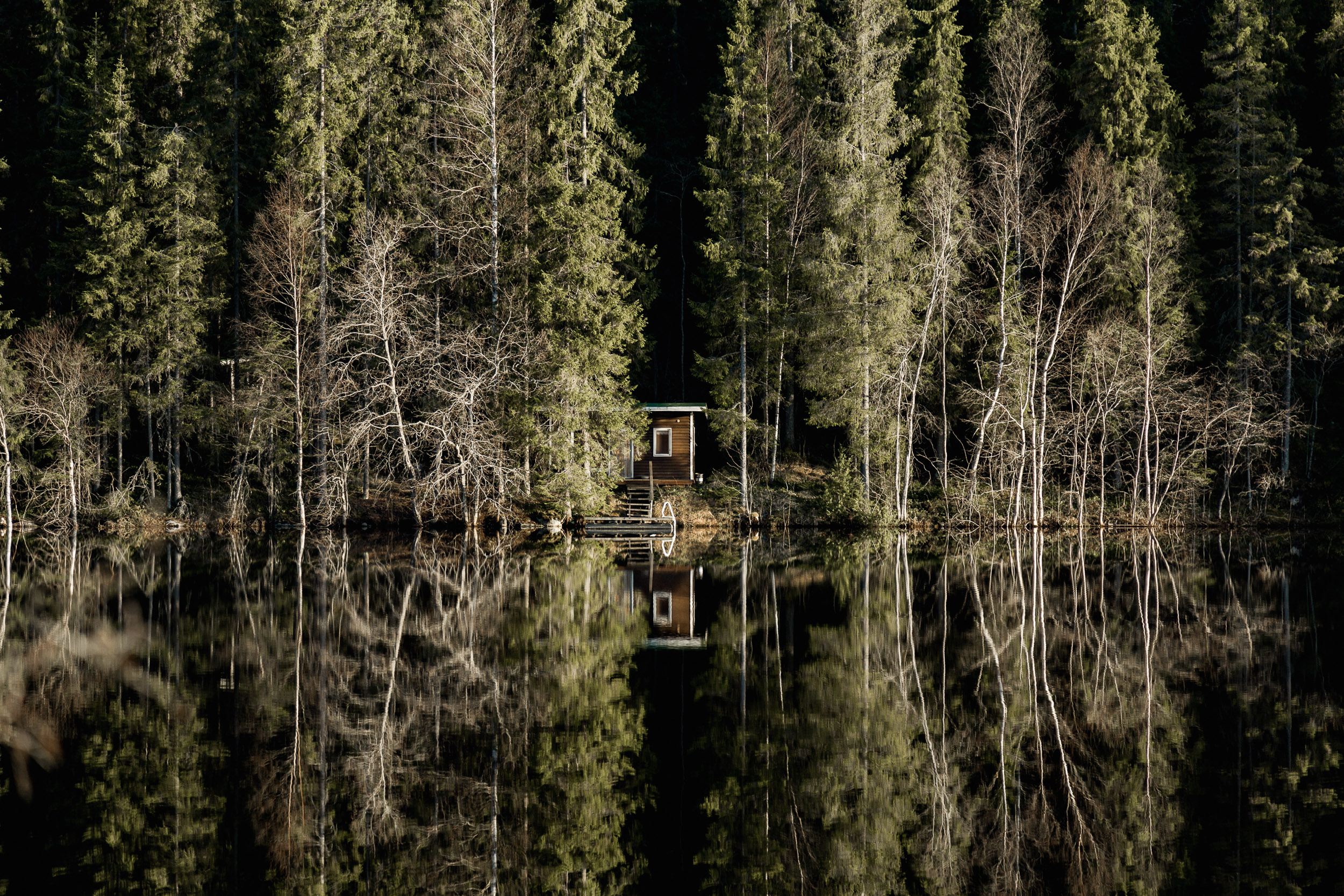 11-cabin-cottage-hideout-reflection-forest-anna-elina-lahti-photographer.jpg