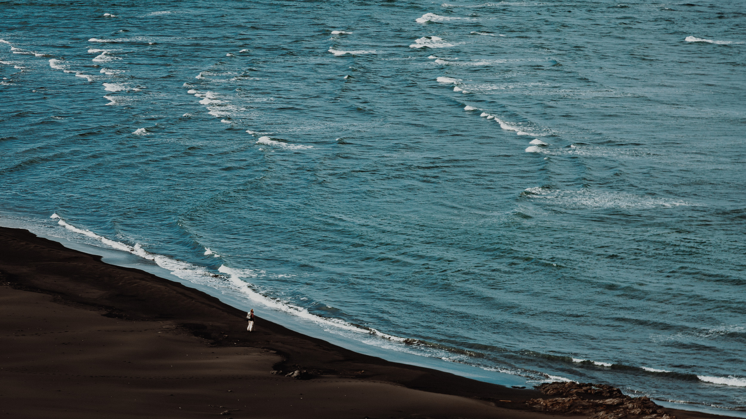 17-iceland-east-fjords-black-sand-hiking-anna-elina-lahti-photographer.jpg