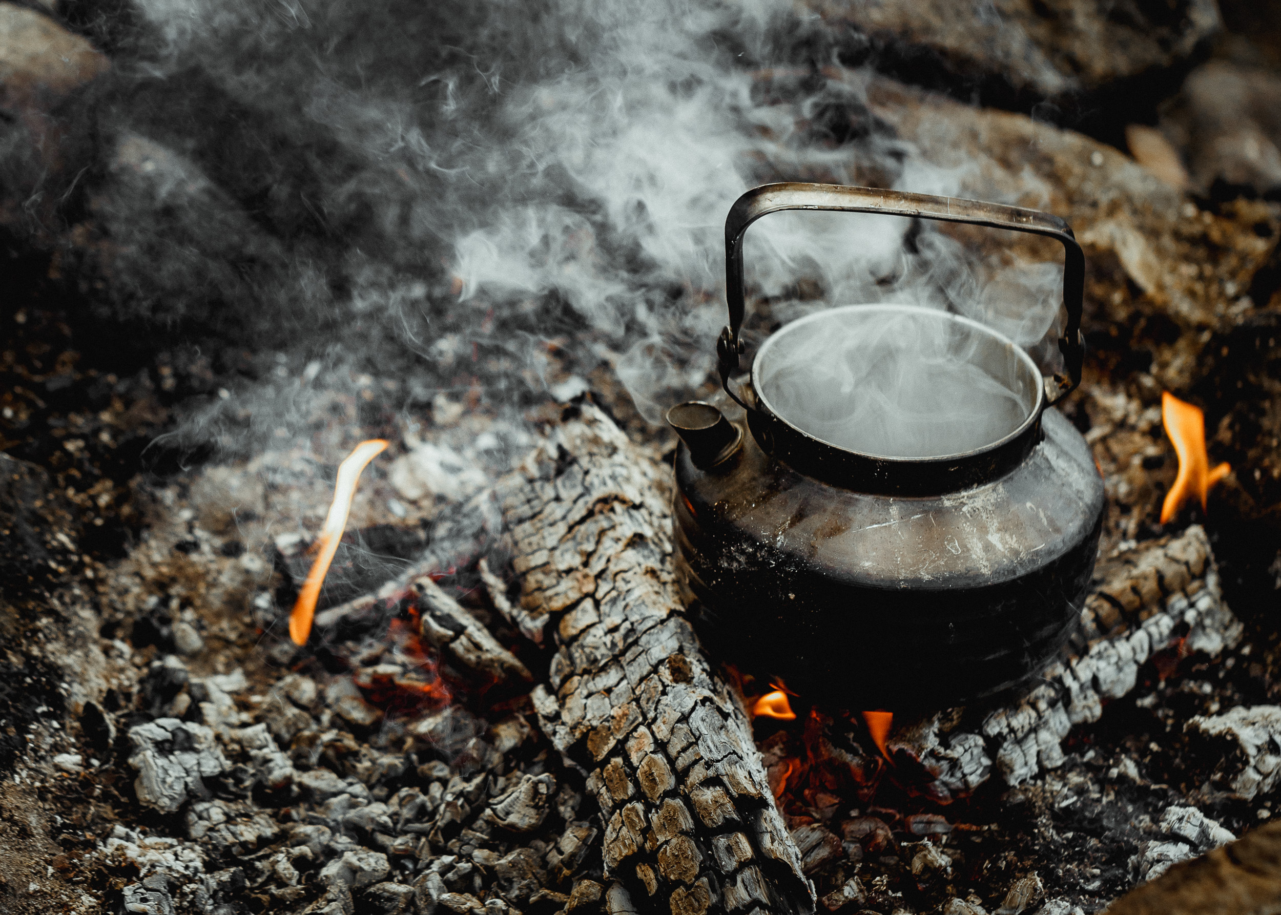 36-finland-camping-campfire-coffee-anna-elina-lahti-photographer.jpg