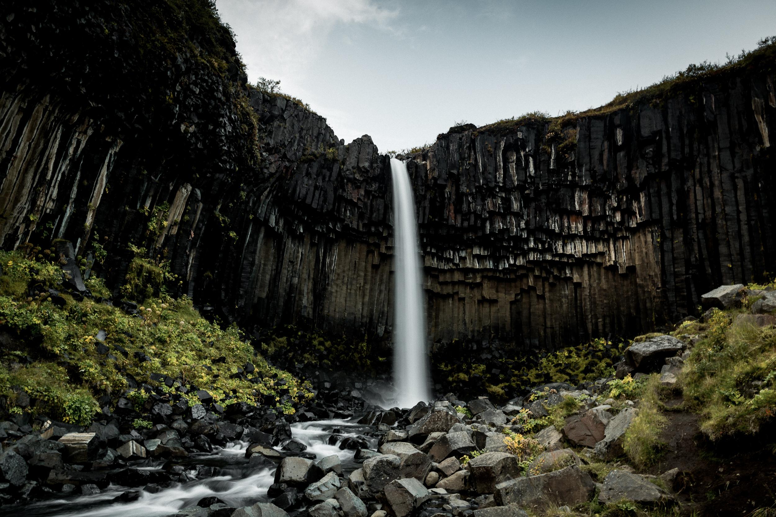 14-iceland-svartifoss-waterfall-basalt-column-anna-elina-lahti-photographer.jpg