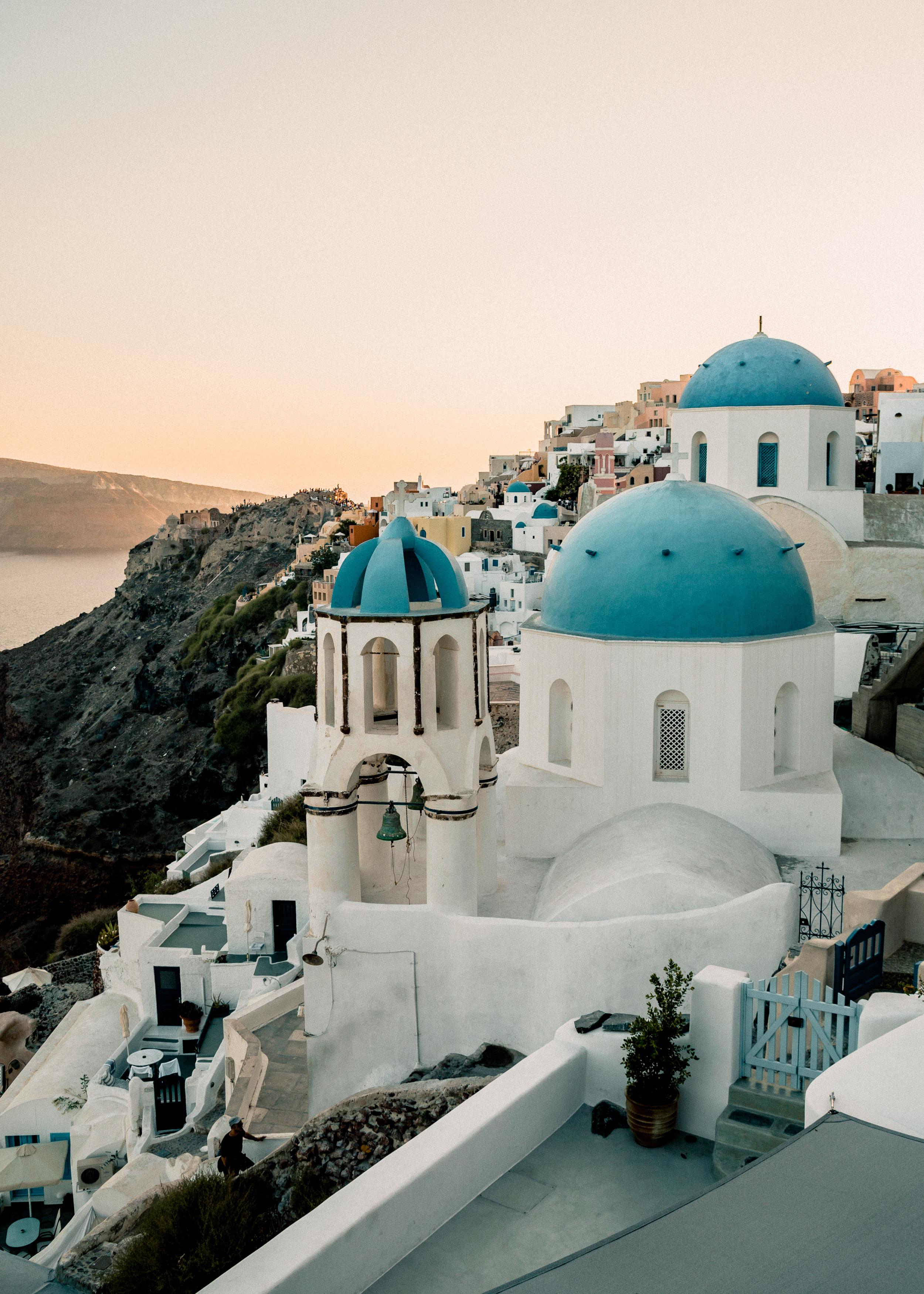 23-santorini-ia-oia-sunset-greece-cyclades-church-domes-anna-elina-lahti-photographer.jpg