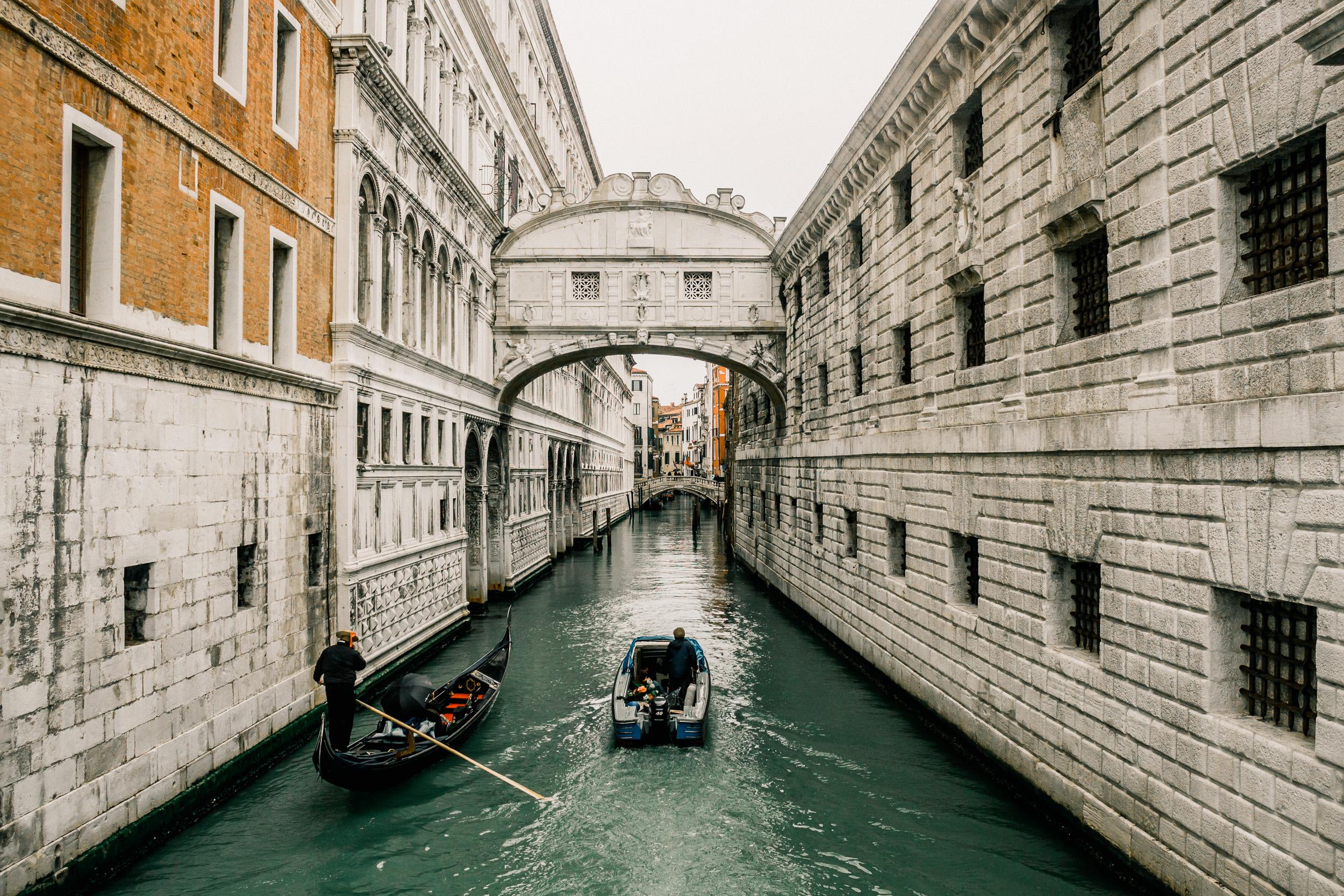 34-venice-italy-bridge-of-sighs-gondola-canal-anna-elina-lahti-photographer.jpg