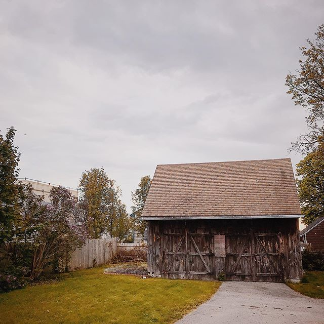 I always wish this barn was mine when I pass it. I also need to get to work on my rock garden. #wessagussett