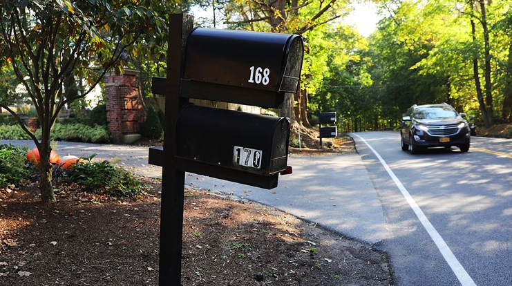 A mailbox stands in front of the Bedford residence of billionaire George Soros on October 23, 2018 in Bedford, New York. - Via  Khou