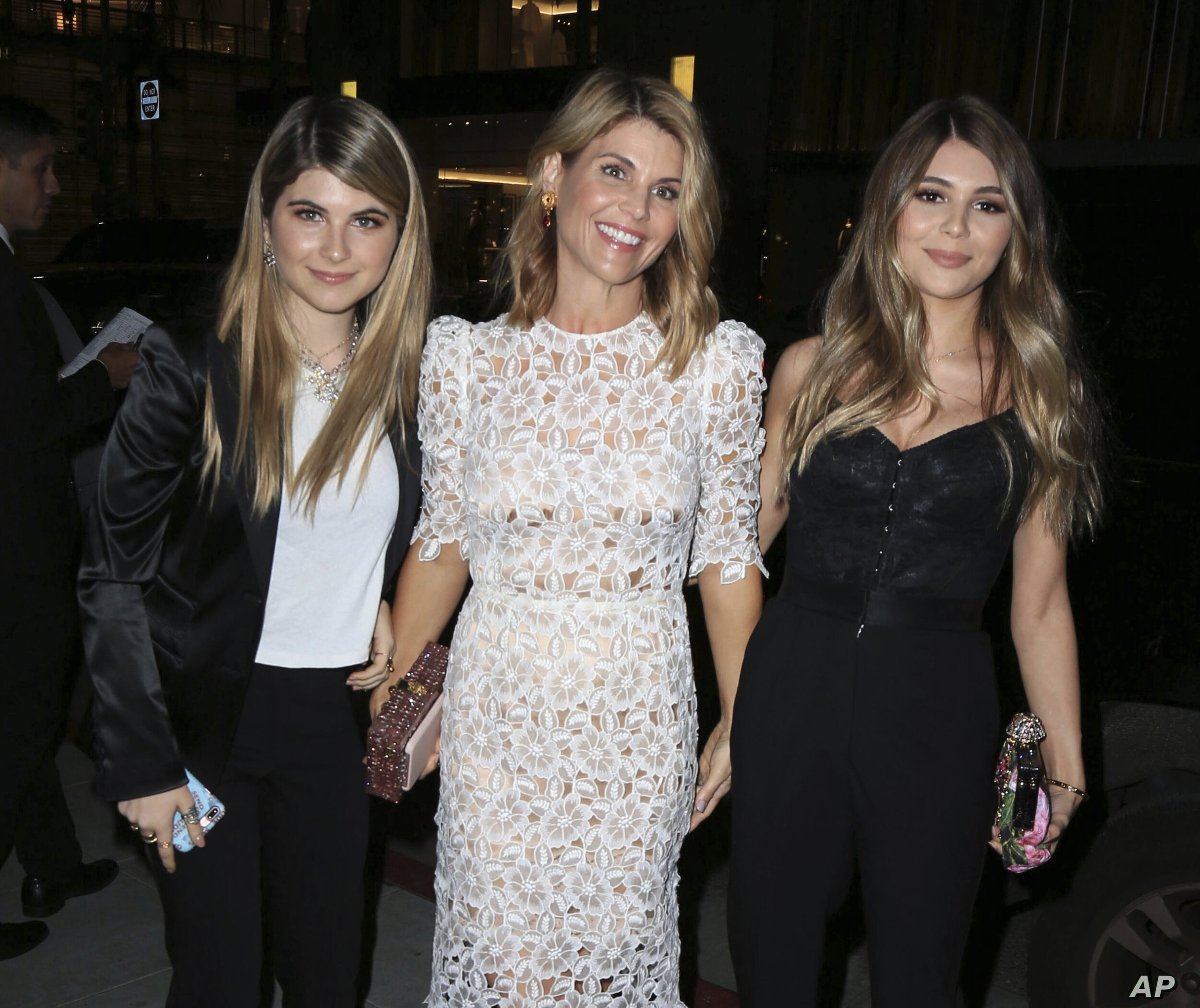 Lori and daughters via  Voa News