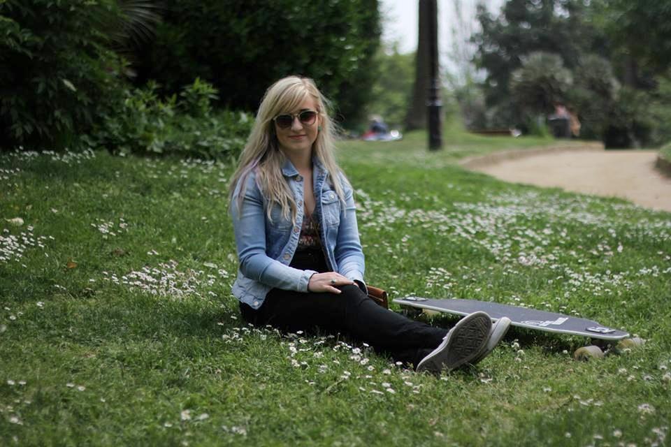 Becky Sizelove Longboard Barcelona.jpg
