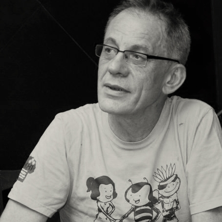 Jenne de Beer during a party honoring his retirement from the NTFP-EP, which he founded. He is wearing a t-shirt honouring his work in founding a worldwide network to support wild honey harvesters (2010, Quezon City, The Phillipines. Photo: A.D. Camba)