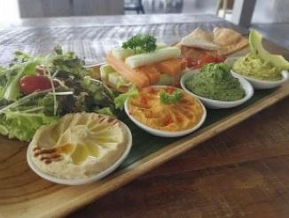 Life Cafe hummus tray