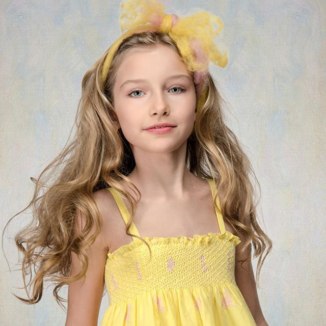 @alexandra_lenarchyk in SemSem ready for the sunny days of Spring. @semsem_official #childmodel #fashionkids #nycphotographer #kidsstyle #springfashion #semsem