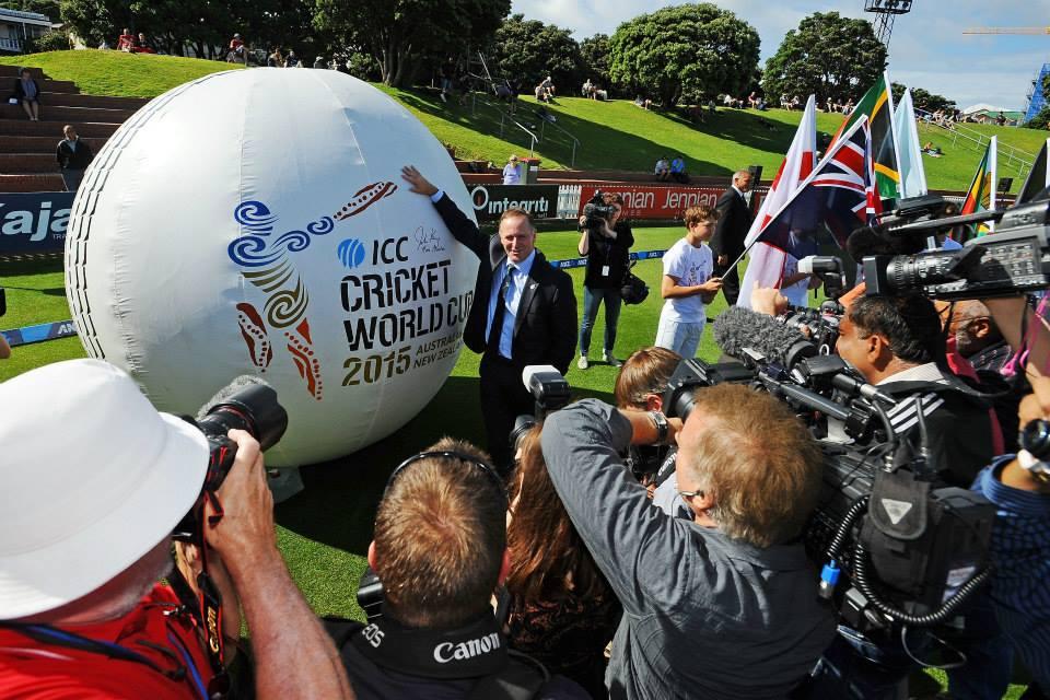 Giant Cricket ball5.jpg