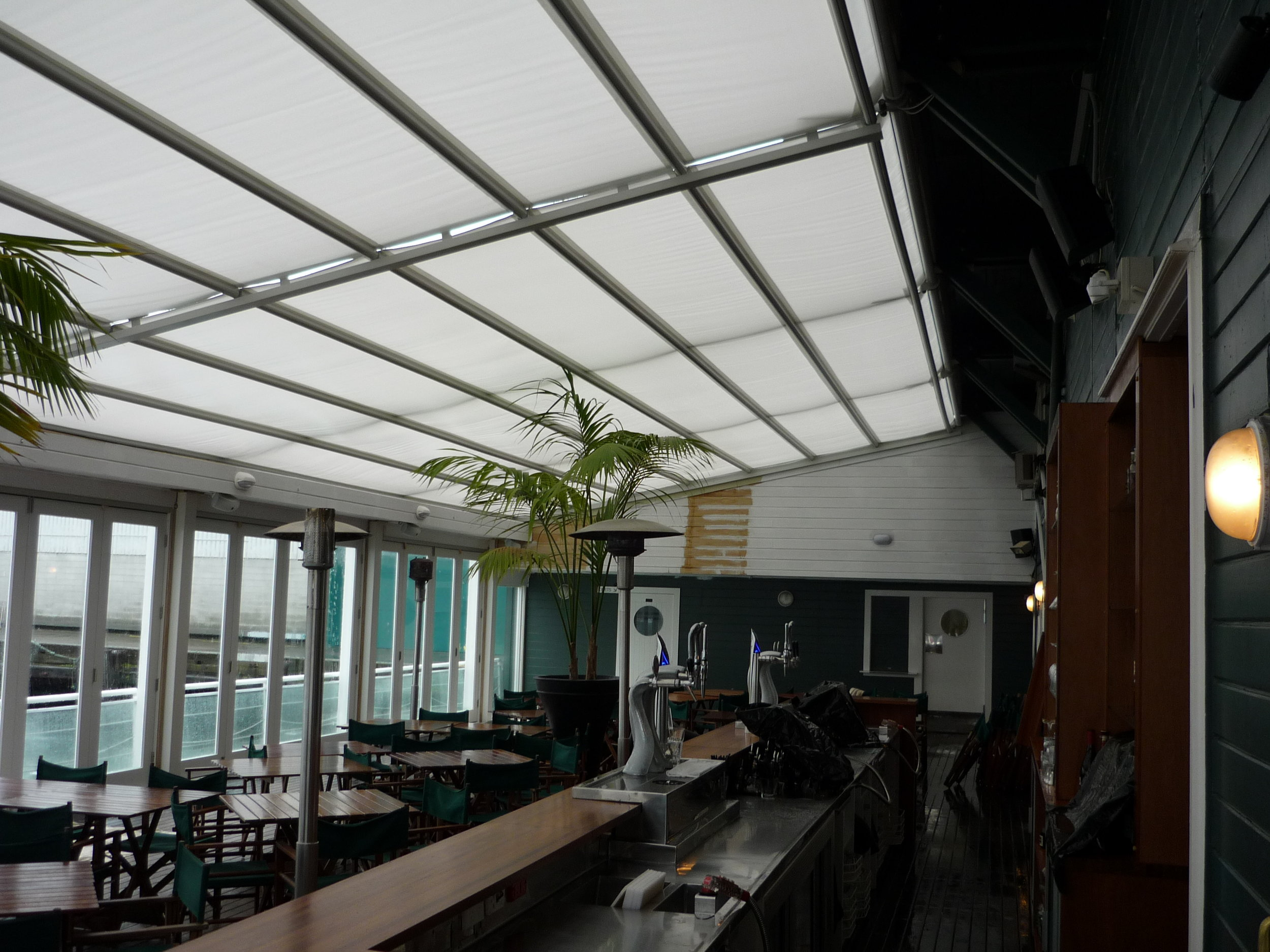 RETRACTABLE ROOF STRUCTURE