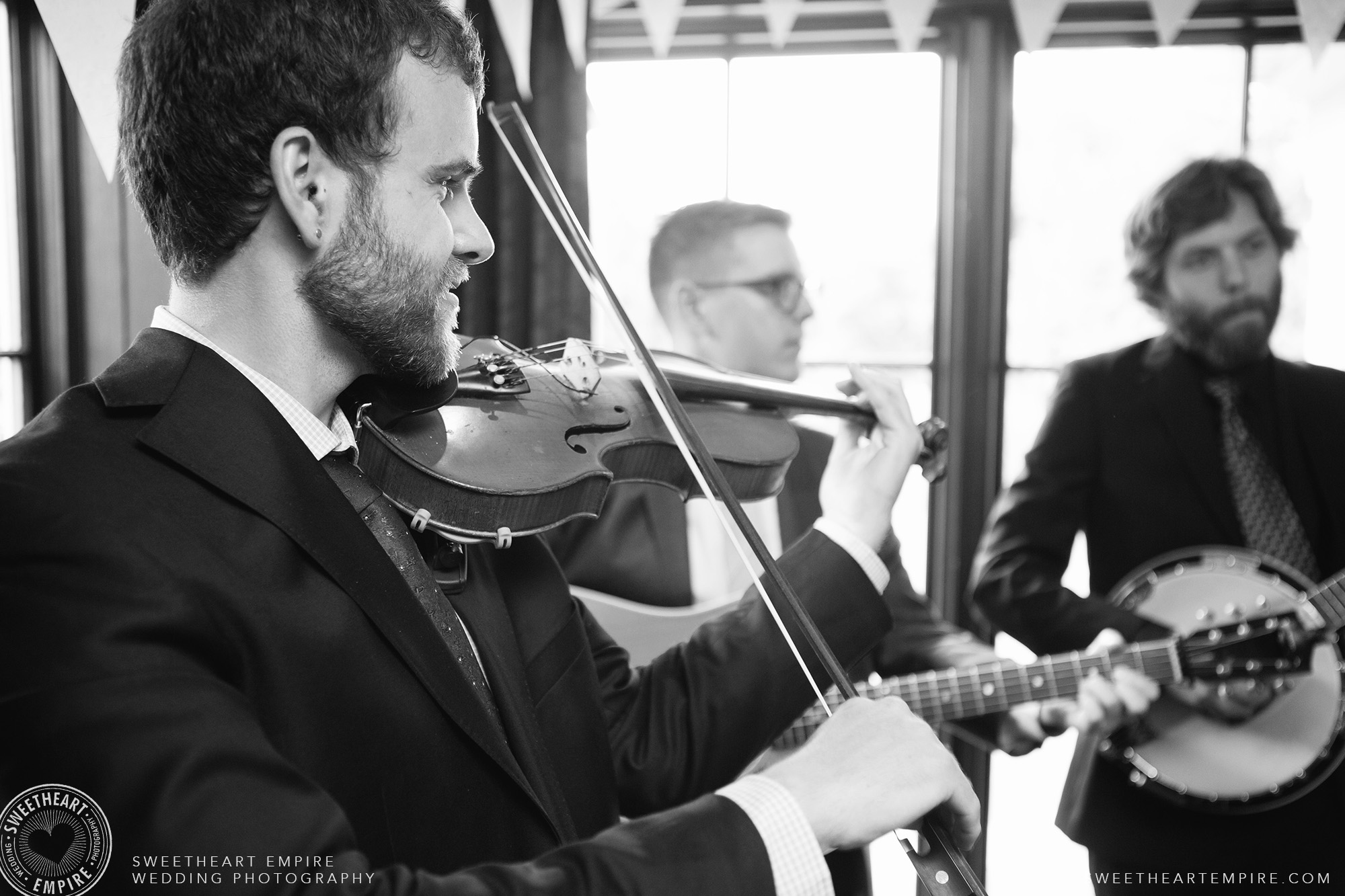 Live band playing music at Oakville Golf Club Wedding