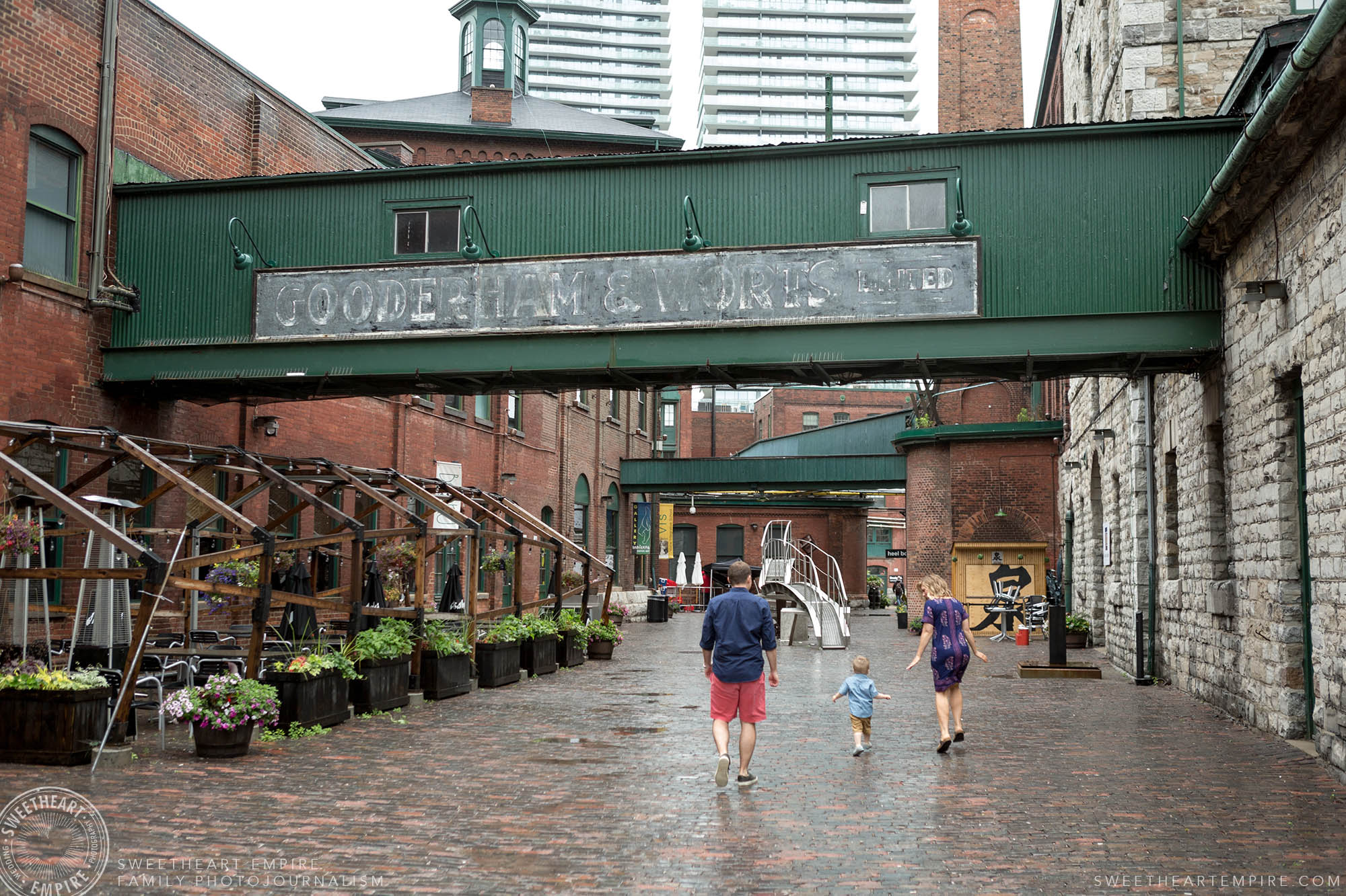01_Distillery district family photography.jpg