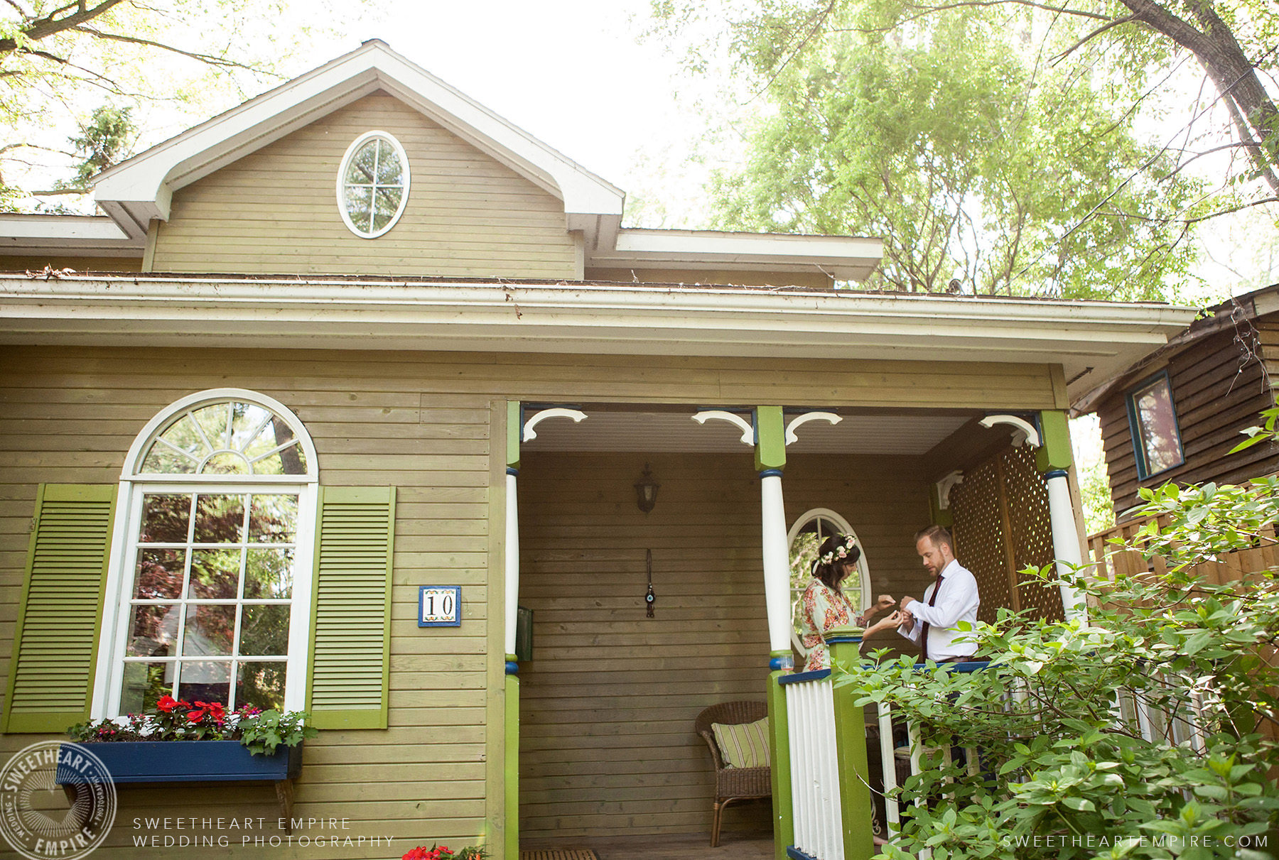 Lovely cottage at Toronto Island Elopement