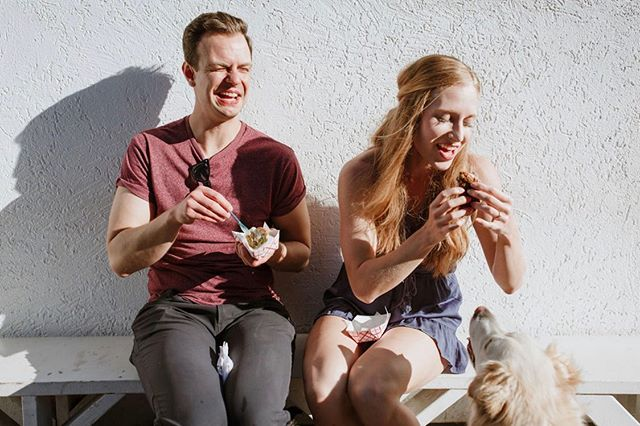 Nothing says summer like taking the doggies and getting ice cream sandwiches! 💖🍦🌿 Erin and Luke won their engagement session at the @theweddingco spring market, and I couldn't have been HAPPIER to meet such gorgeous humans, and their furry babies. 😍😍😍 #sweetheartempirecouples #bangbangicecream