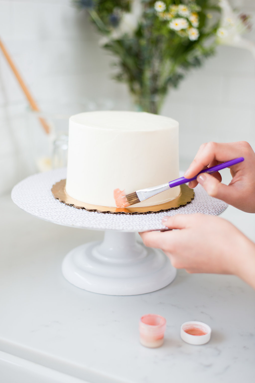 how to paint buttercream cake