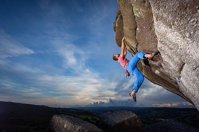 Bouldering on Dartmoor! Love working with climbers! #dontwearblack #bouldering #boulderingphotography #offcameraflash #bonehill #bonehillrocks #profoto #profotob1 @hijinksphotographyuk @jeremyprout