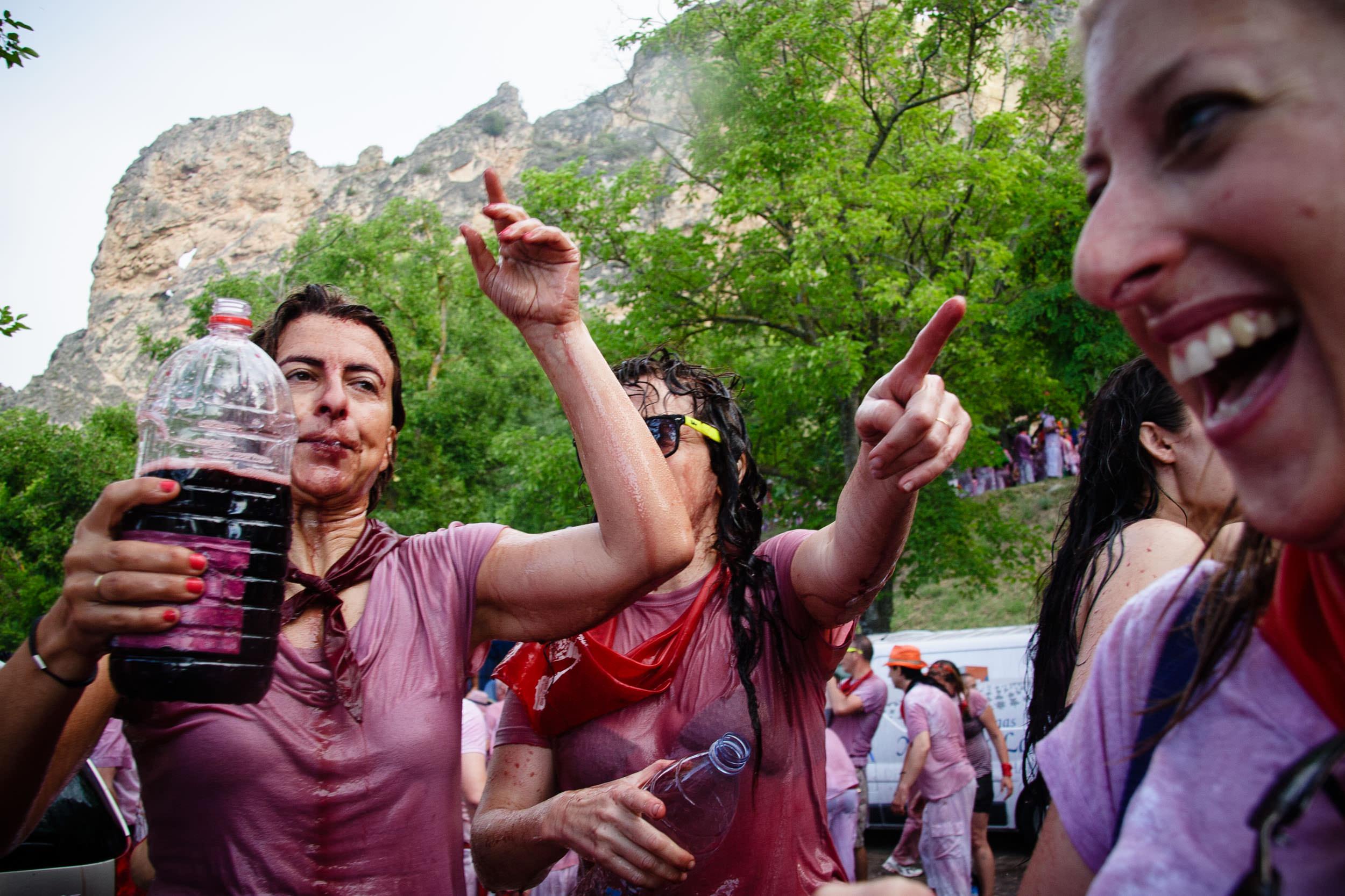 Press Photographer | Wine Fight Haro La Rioja Spain - James Sturcke  Photographer | sturcke.org_005.jpg