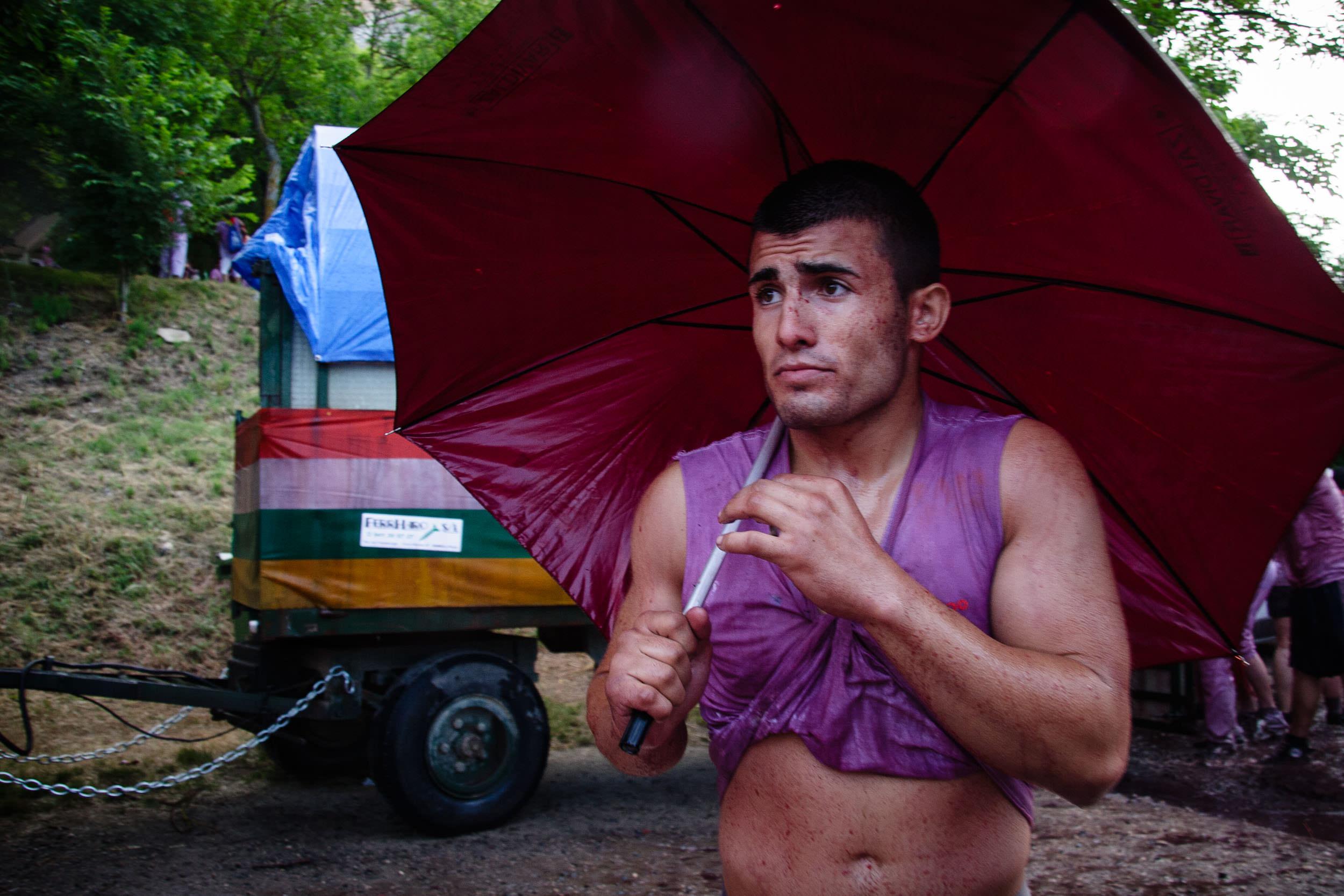 Press Photographer | Wine Fight Haro La Rioja Spain - James Sturcke  Photographer | sturcke.org_008.jpg