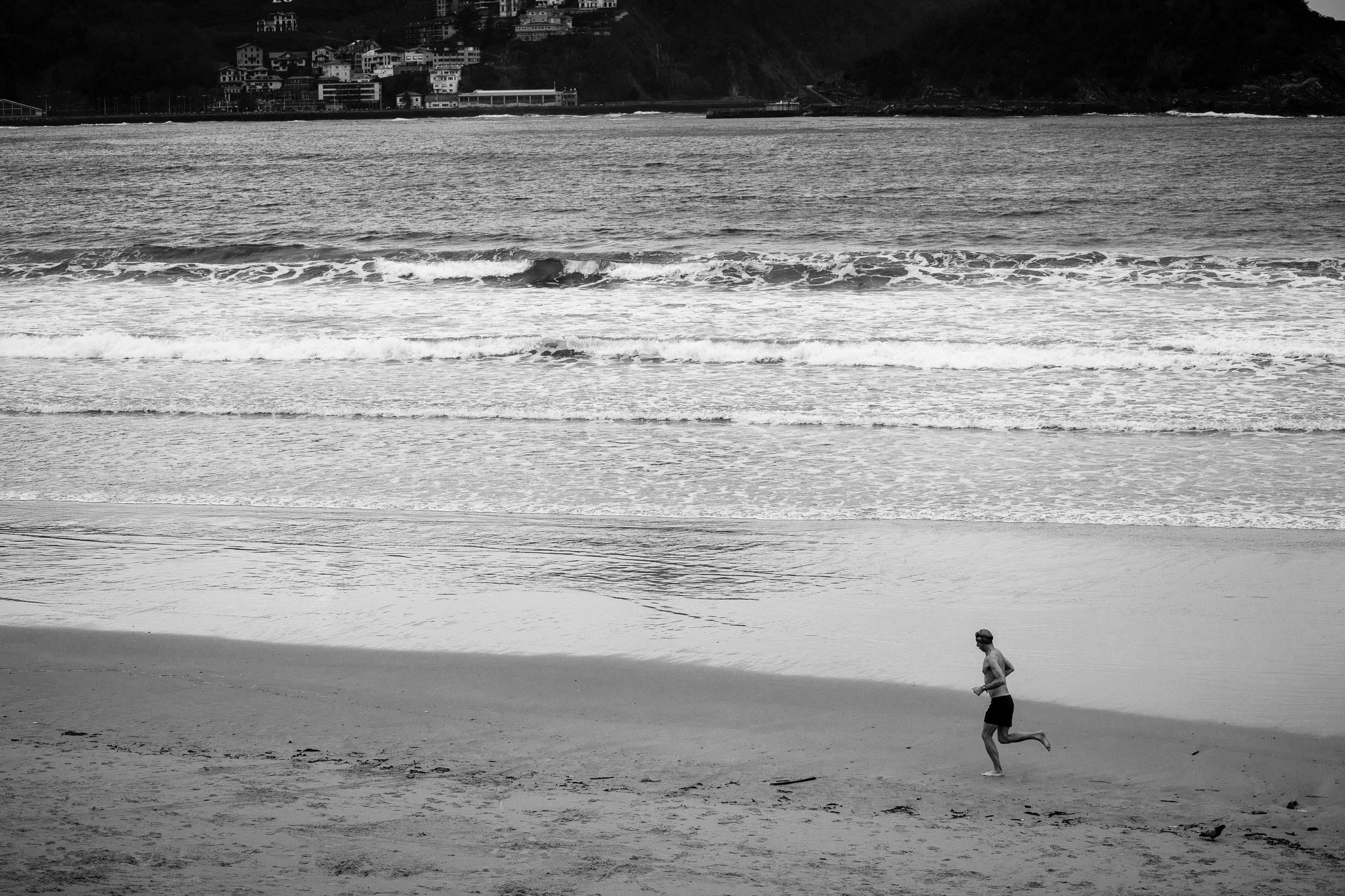 Wedding Photography in San Sebastian | Spring Photos on La Concha Beach San Sebastian Gipuzkoa Basque Country Spain - James Sturcke  Photographer | sturcke.org_003.jpg
