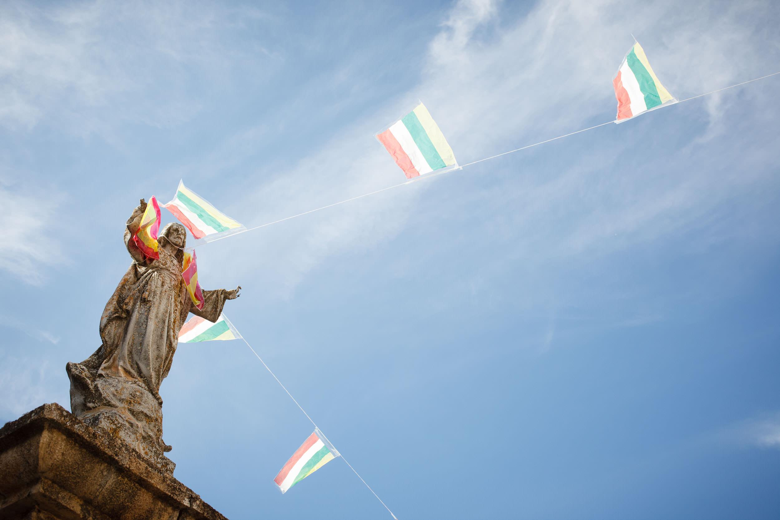 13/09/14 Bandera de La Rioja en Manzanares, cerca de Cirueña, La Rioja, España. Foto @ James Sturcke   www.sturcke.org