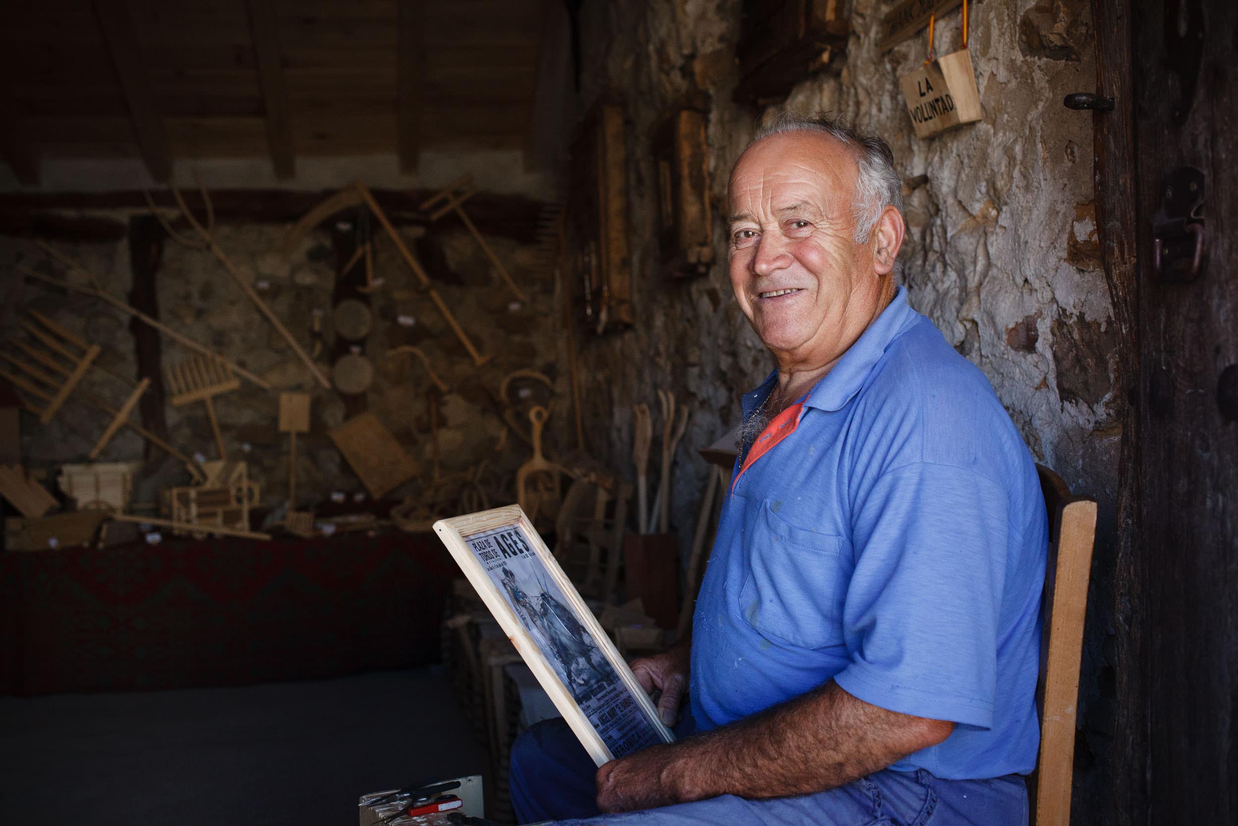 13/09/14  Manolo, un carpentero en Agés, Burgos, Castilla y León, España. Foto @ James Sturcke   www.sturcke.org