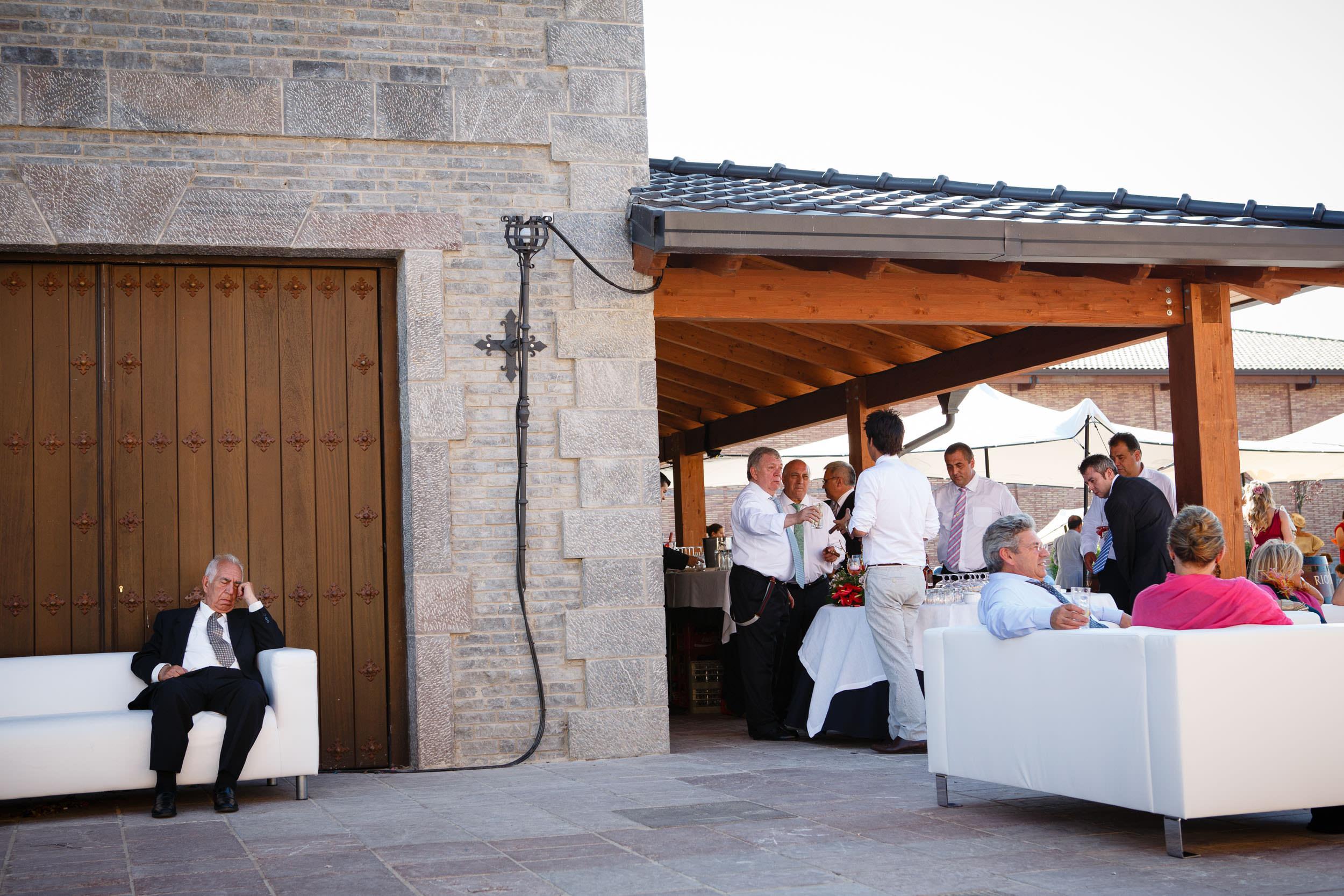 6/7/13 Boda de  Laura e Ismael, Castillo de Davalillo y Bodegas Señorio de Villarrica, Hervias, La Rioja. Foto de James Sturcke Fotografía | www.sturcke.org