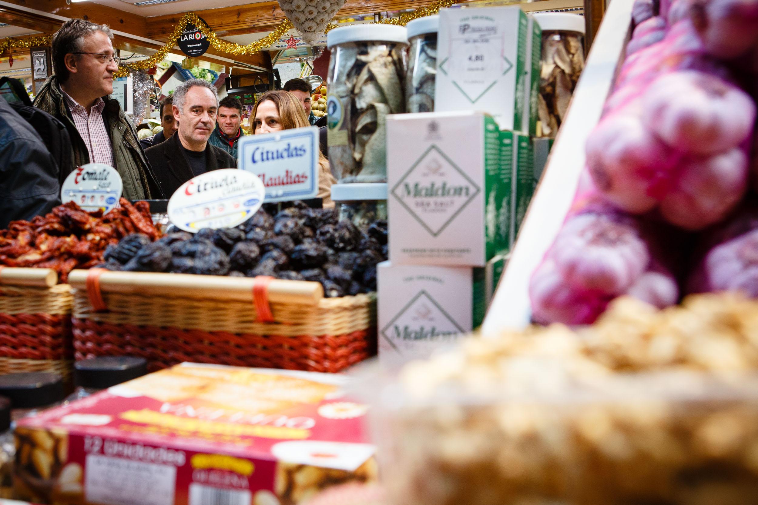 15/12/12 Ferran Adrià en Mercado de Abastos, Logroño, La Rioja. Foto por James Sturcke   www.sturcke.org
