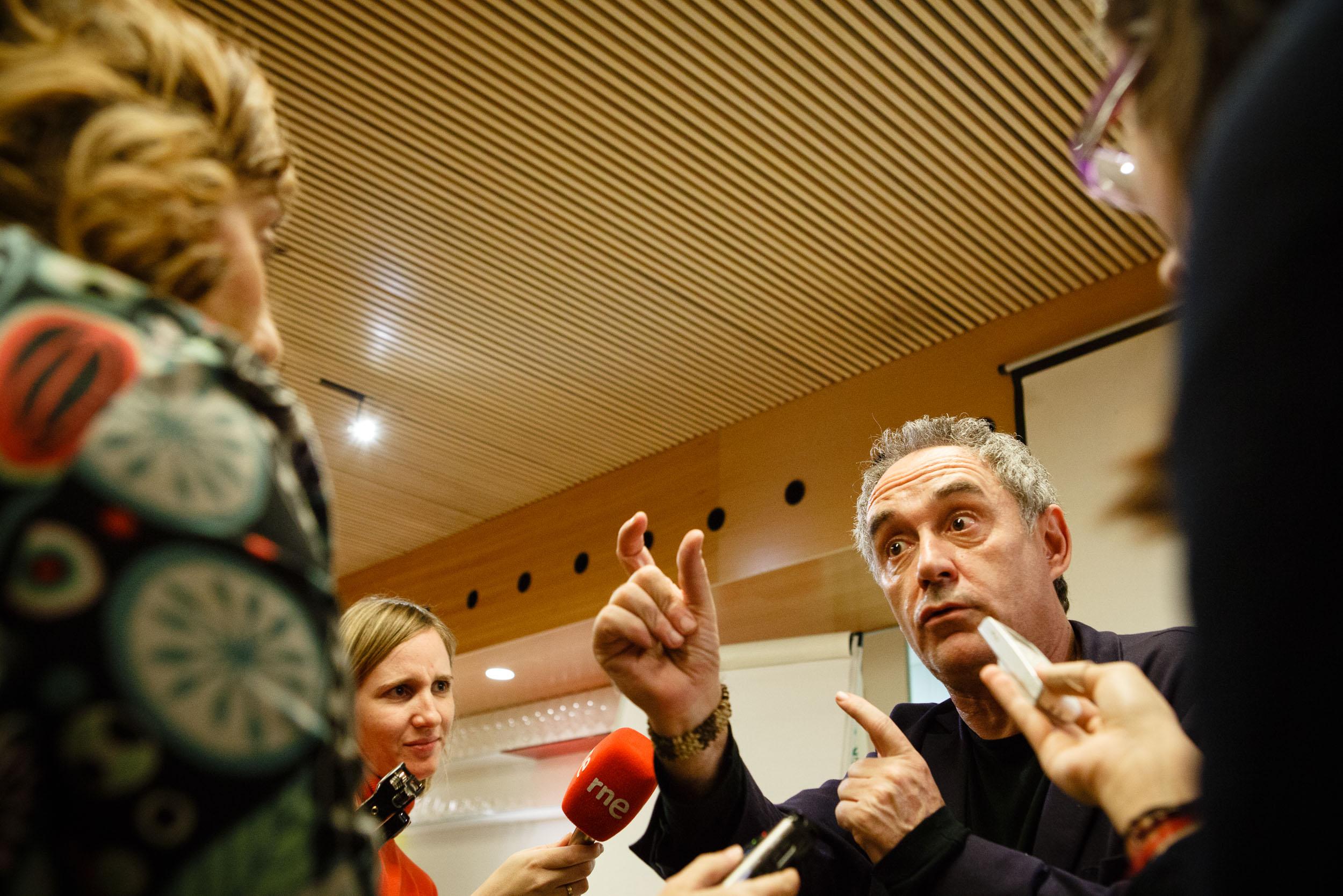 14/12/12 Chef Ferran Adrià during press conference in Restaurante Tondeluna, Logroño, La Rioja, Spain. Foto por James Sturcke | www.sturcke.org