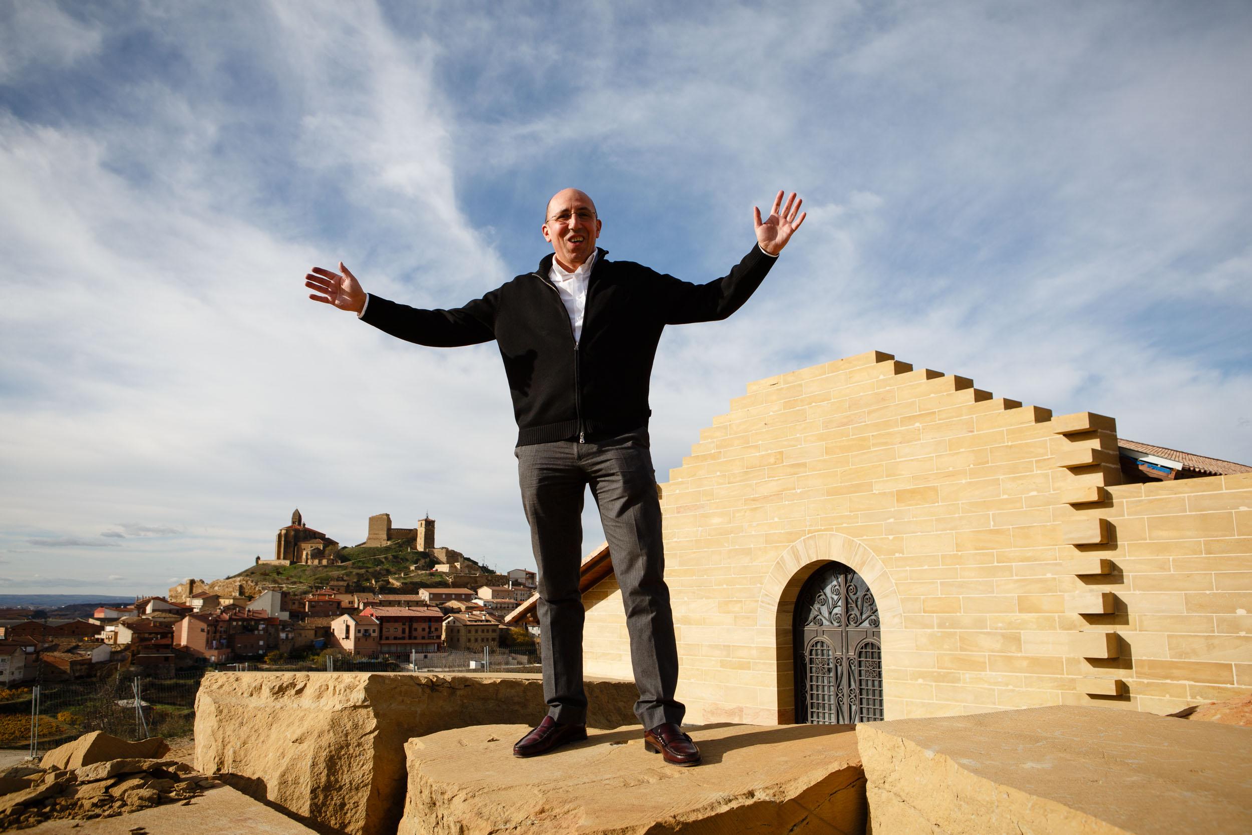 19/11/12 Marcos Eguren en la nueva bodega Sierra Cantabria, San Vicente de Sonsierra, La Rioja, España. Foto: James Sturcke | www.sturcke.org
