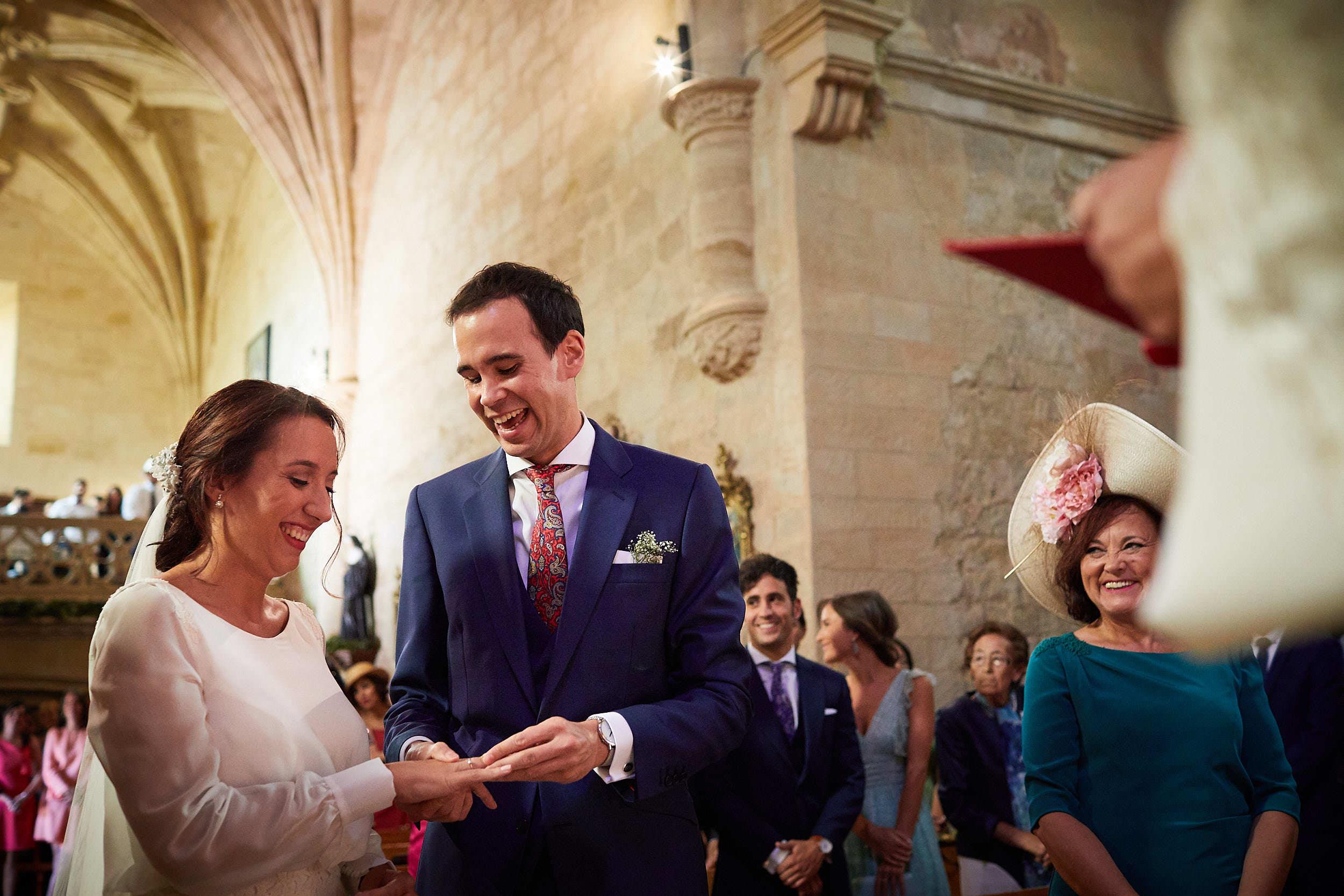 Fotógrafo de boda con estilo documental y fotoperiodismo en La Rioja Palacio Casafuerte Zarraton La Rioja Spain James Sturcke Photographer sturcke.org_00008.jpg