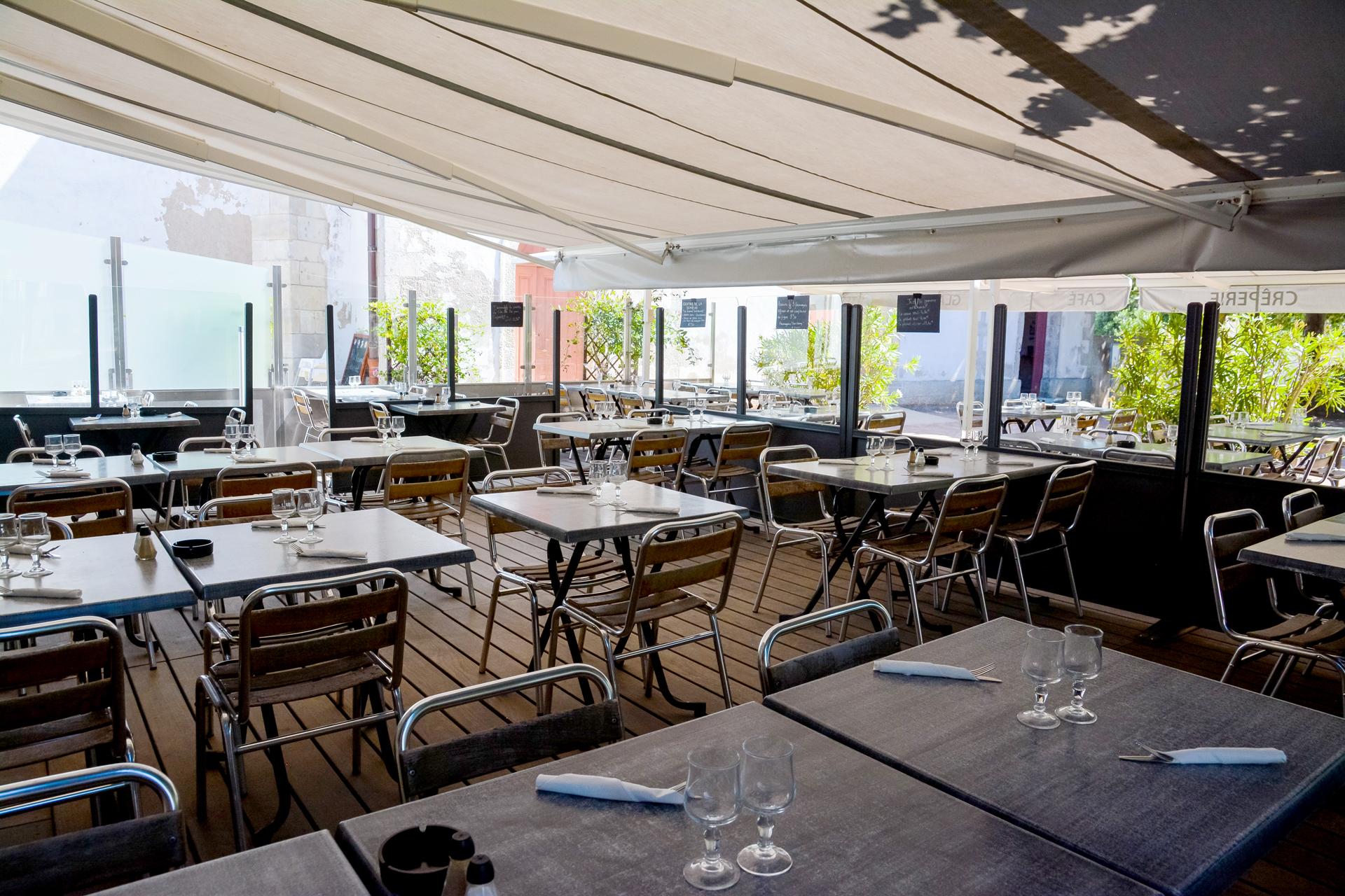 laroutedusel-restaurant-loix-iledere-terrasse.jpg
