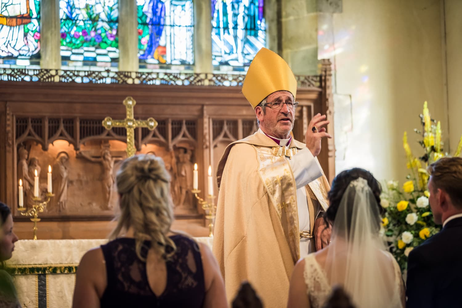 053-wedding-bishop-reading.jpg