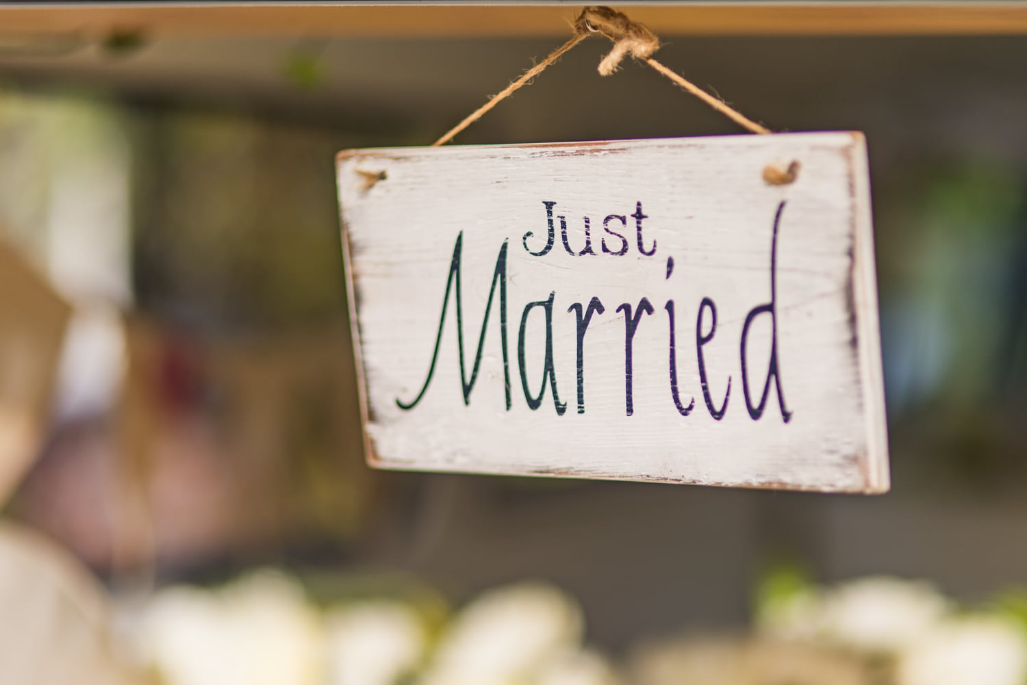071-just-married-sign.jpg