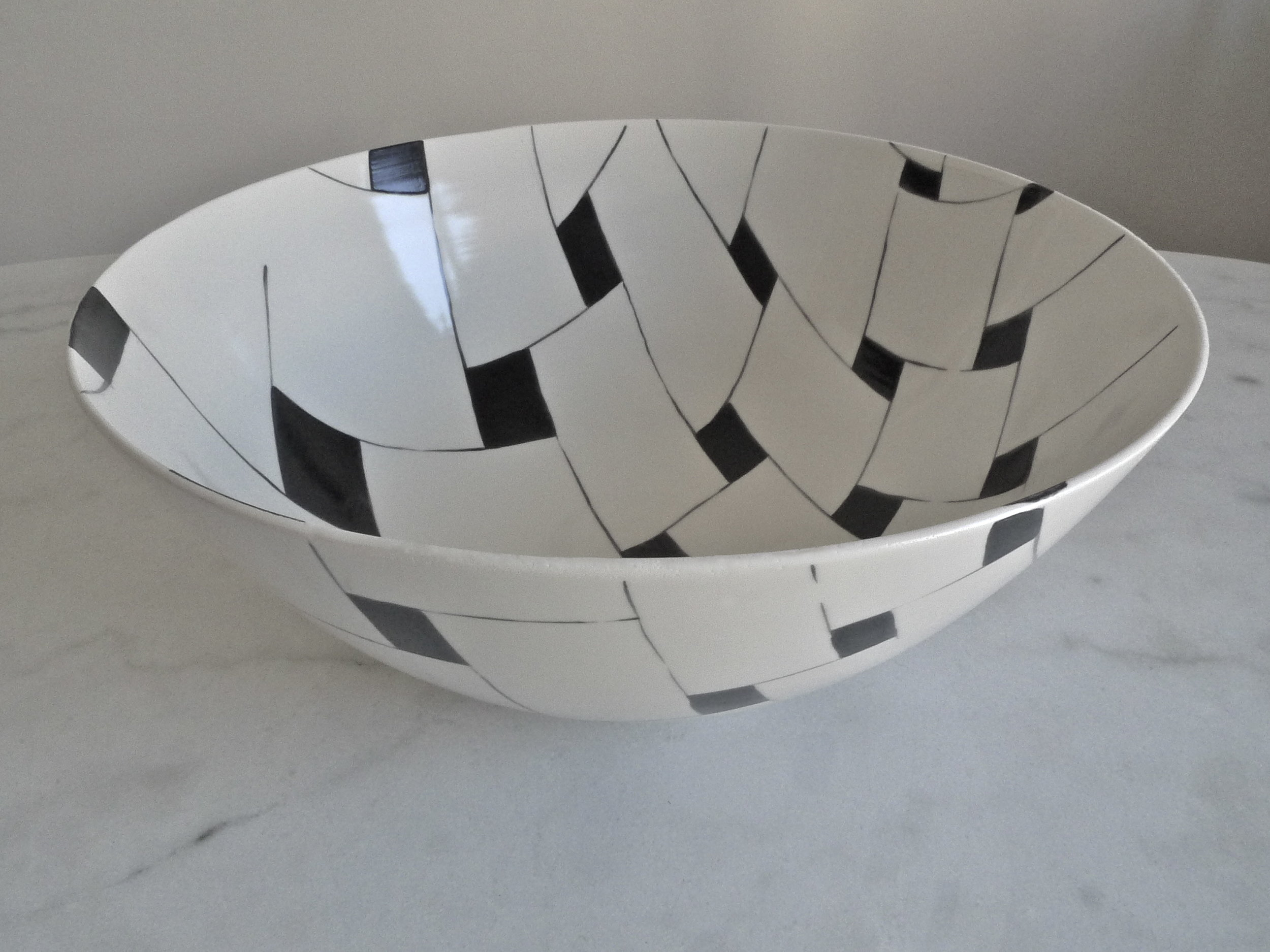 white ceramic body: black and white tile perspective  bowl 15x39cm (350E)