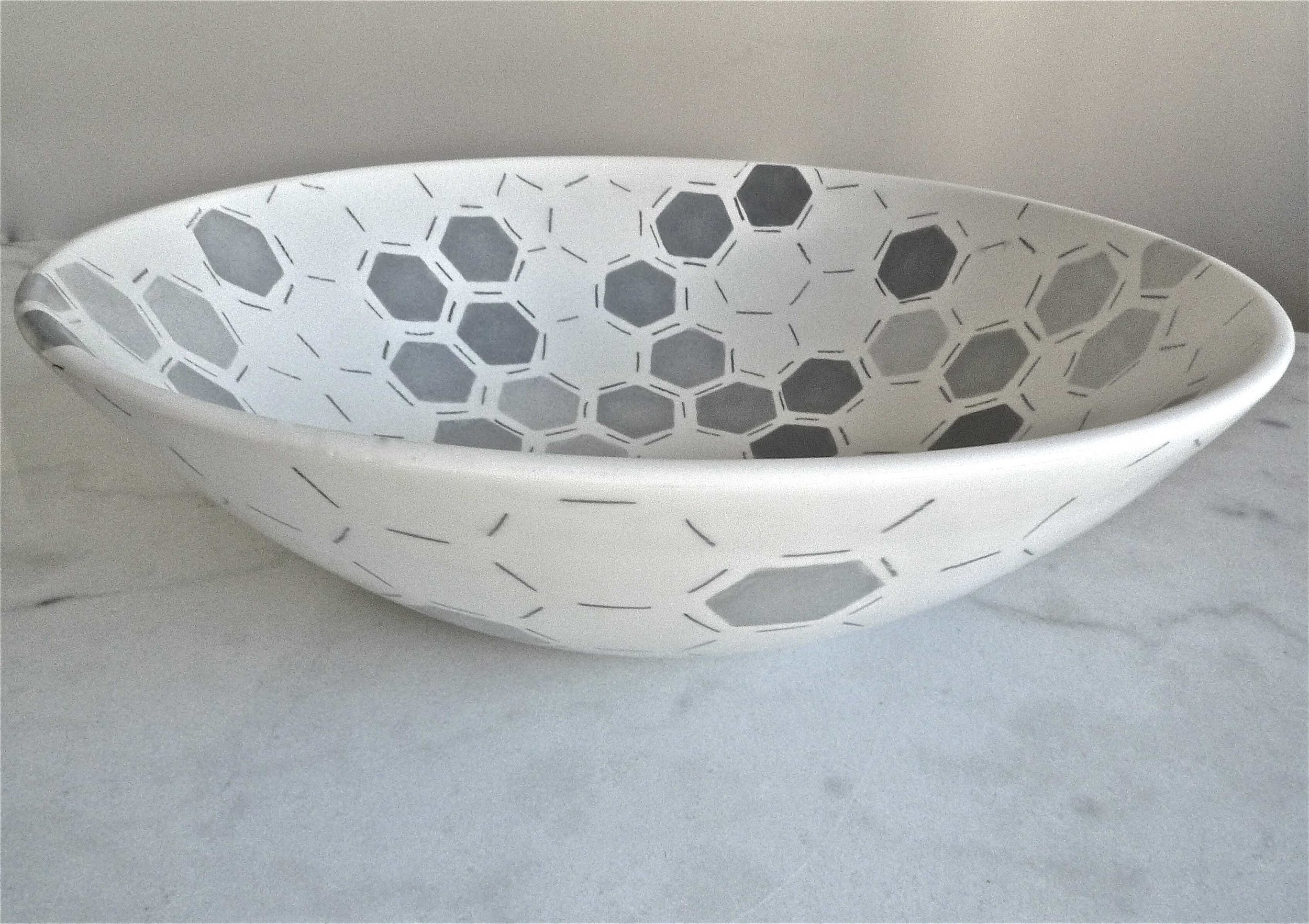 white ceramic body heavy: grey hexagon solid: bowl 12x40cm (350E)