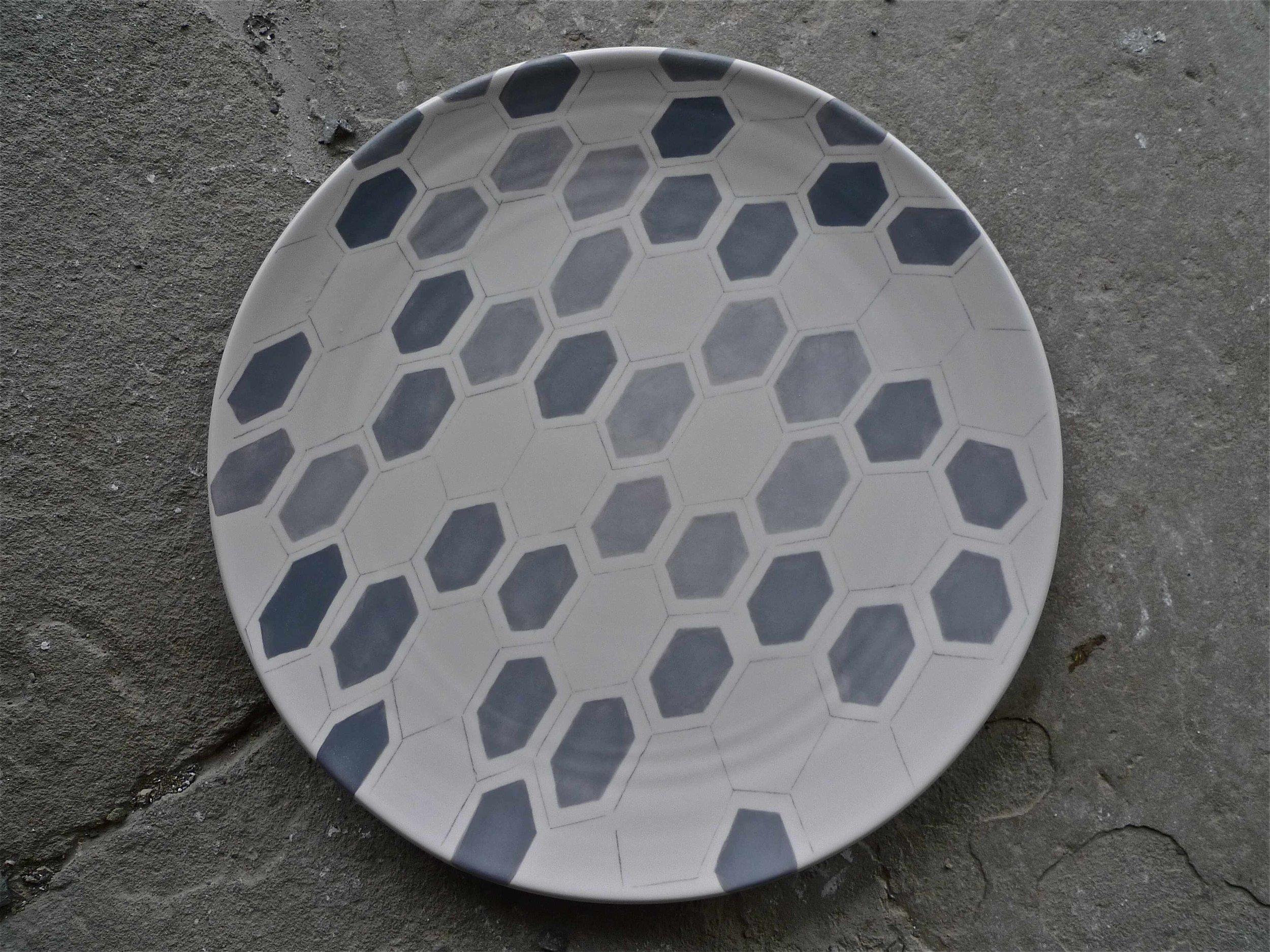 white ceramic body heavy: platter grey hexagon solid and line 2x40cm (250 E)