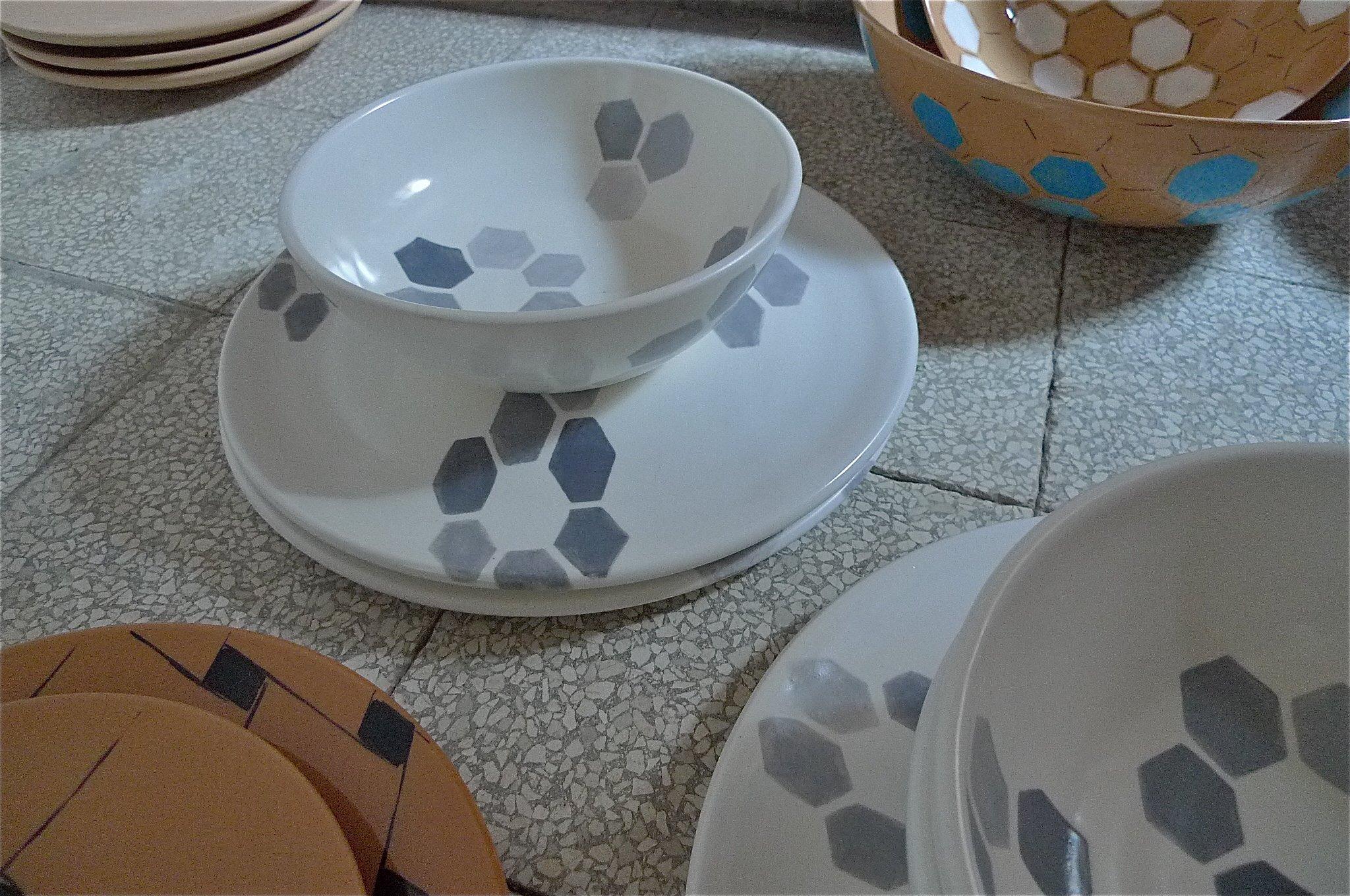 white ceramic body heavy: grey hexagon florets solid: bowl 10x20cm (60E) plate 2x30cm (80E)