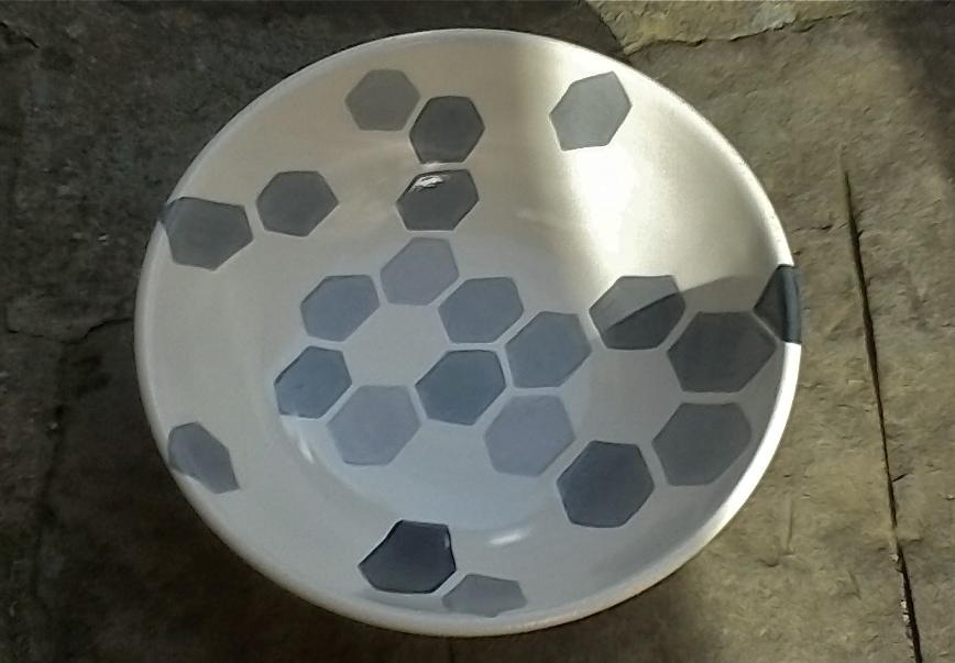 white ceramic body heavy: grey hexagon florets solid: bowl 10x20cm (60E)