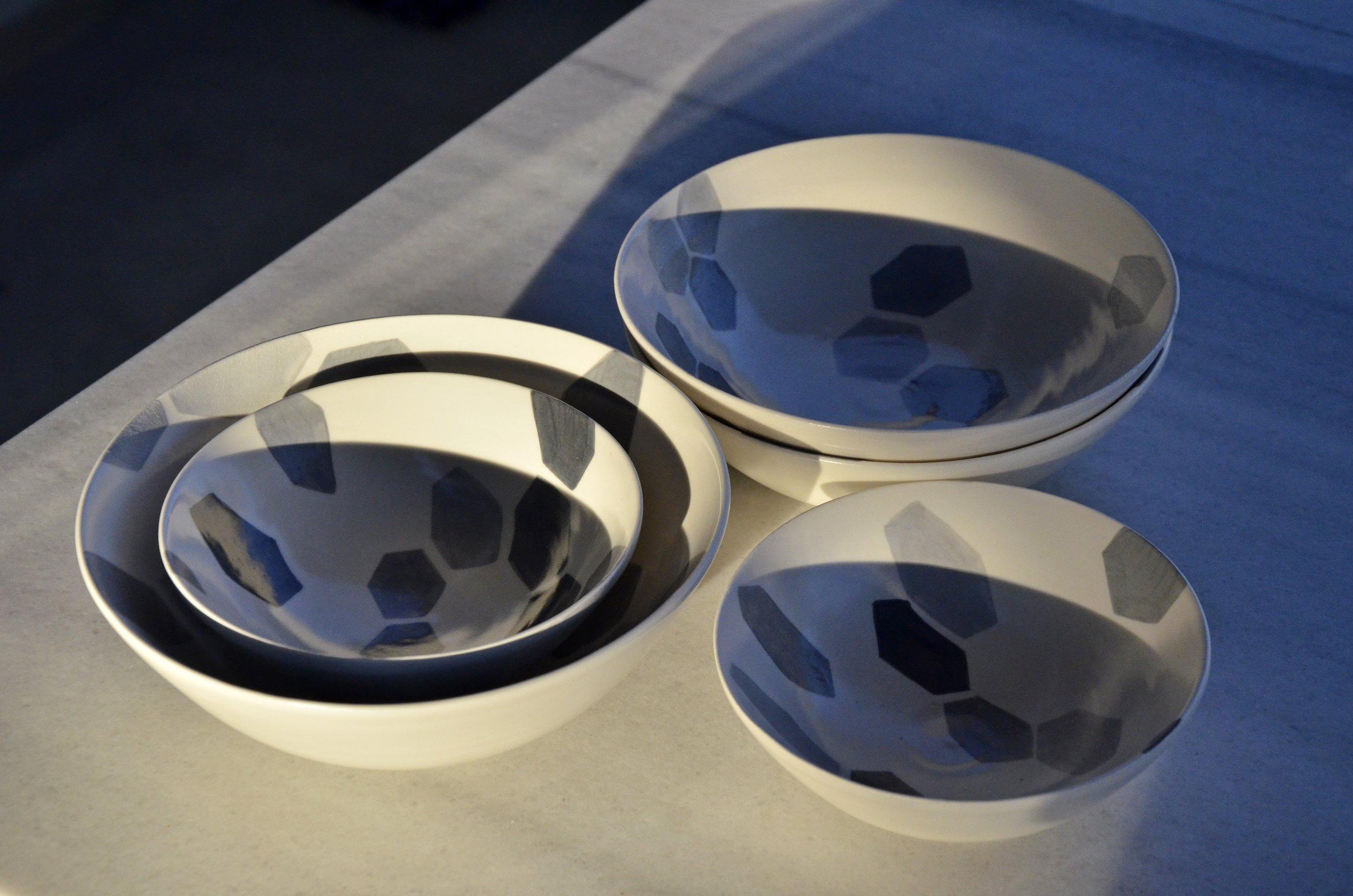 white ceramic light: grey hexagon florets solid: bowl 10 x 26cm (110 E), 5x15cm (50E)