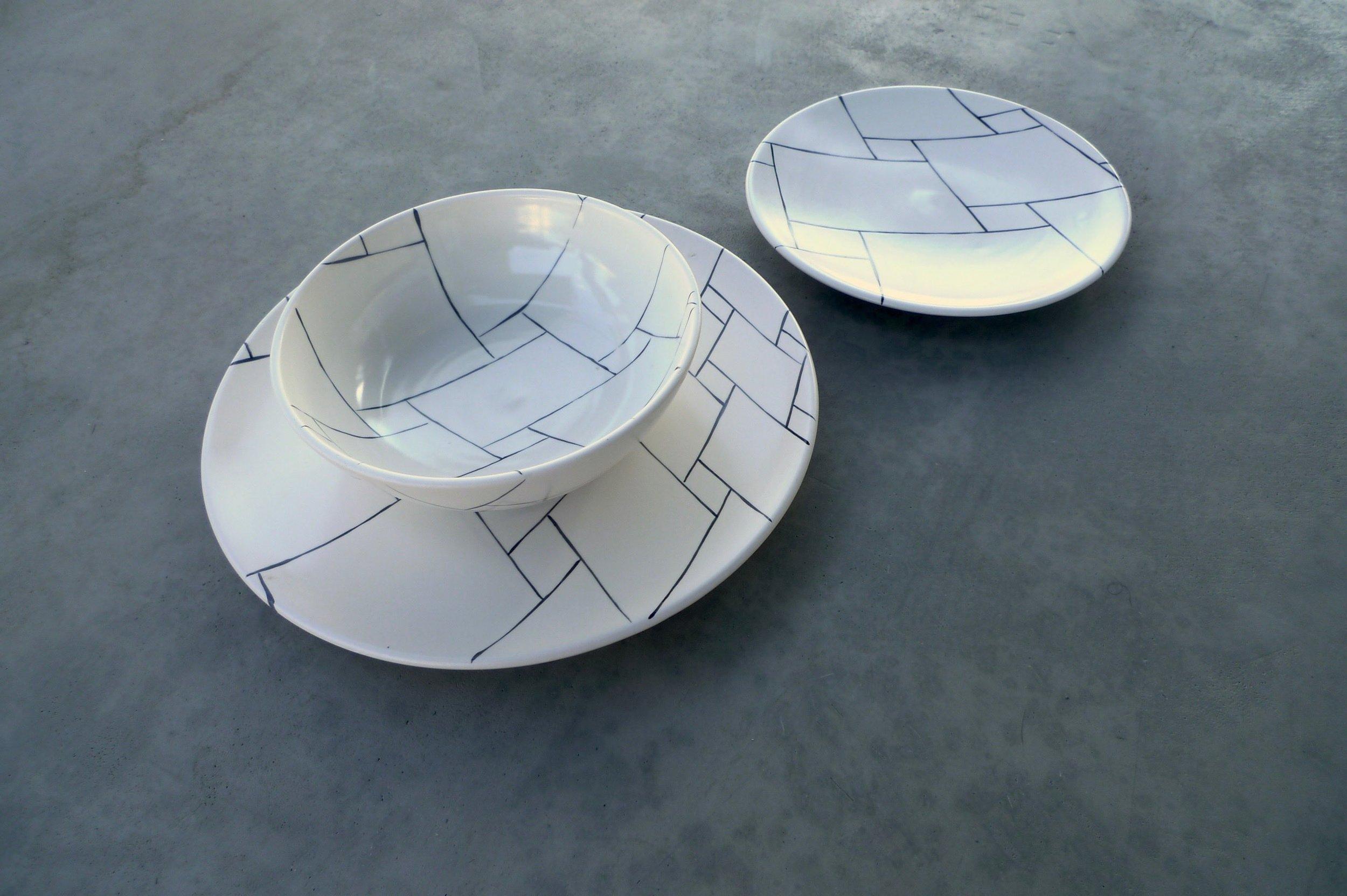 white ceramic body heavy:  bowl 6x20cm (60 E) plate 2x22cm (40E) plate 2x30cm (80E)