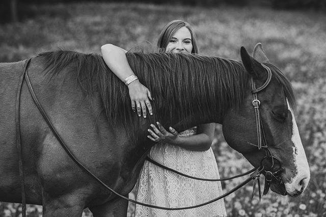 Always hug your pony ♥️♥️ - - - #minnesotaphotographer #horse #mnphotography #horsephotography #equinephotographer #equinephotography #quarterhorse #horsesofinstagram #animals #equestrian #bestofequines #love #blackandwhite