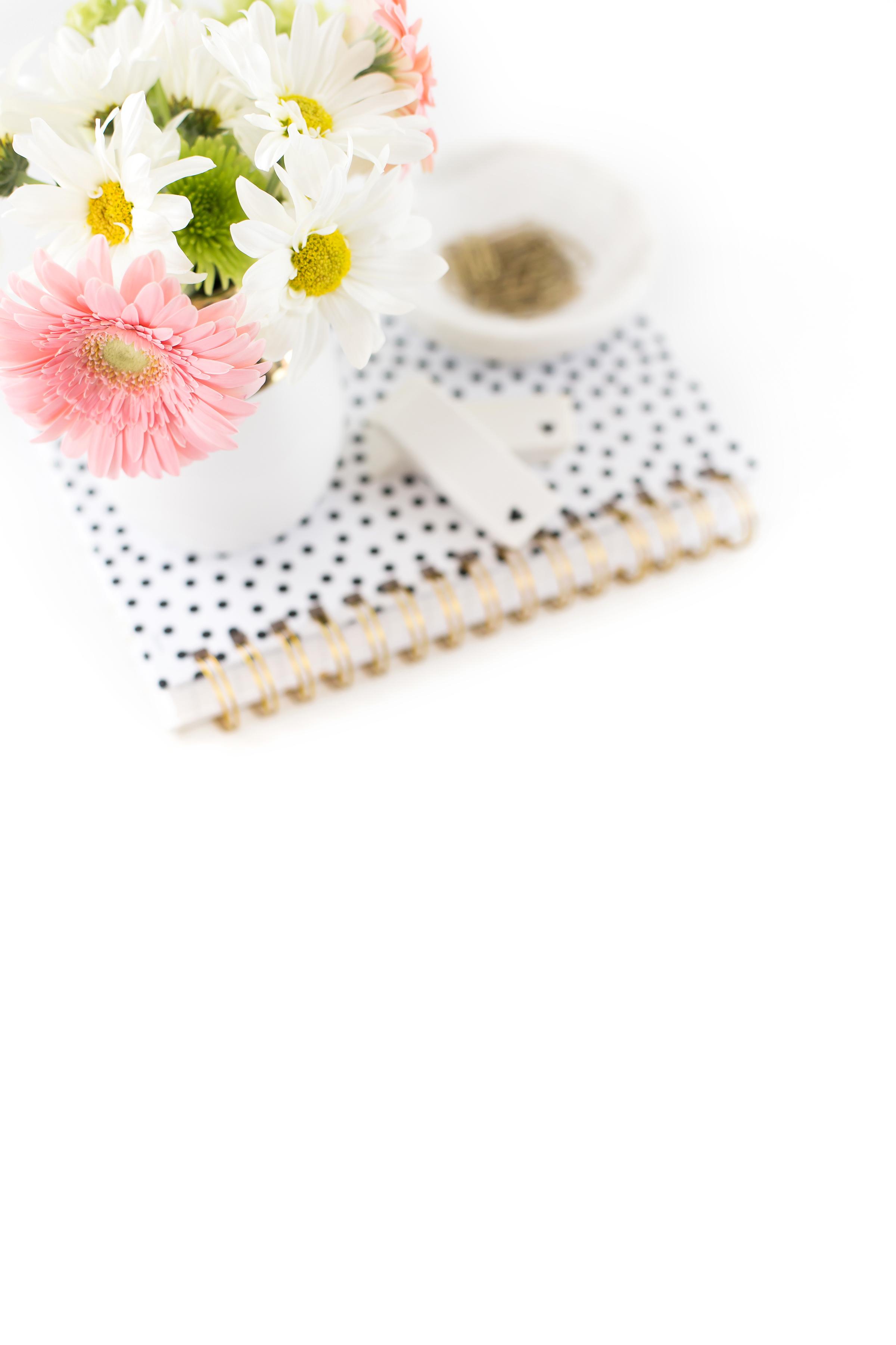 haute-chocolate-styled-stock-photography-black-white-working-girl-desktop-14-final.jpg