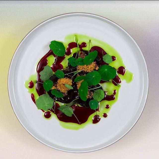 Janúarmánuður er að líða undir lok og þar með veganúar! 🥕 Það eru því síðustu forvöð að nýta sér 2 fyrir 1 á 6 rétta veganseðli Nostra. Borðapantanir á nostrarestaurant.is eða í síma 519 3535. _____  Join Nostra for the last two days of our Veganuary offer! 🥕Come in and enjoy the 6-course Vegan tasting menu on a 2 for 1 special.  Reservations can be made online at nostrarestaurant.is