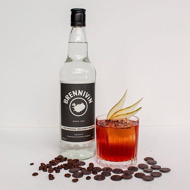 Droppið við á Artson! Það er Reykavík Cocktail Weekend og nú bjóðum við 5 stórkostleg hanastél á 1.700 kr. Tilboðið gildir í kvöld og annað kvöld 😀 ______  Come join Artson as we celebrate Reykjavik Cocktail Weekend with 5 cocktails on special for 1.700 ISK from 17-23.  Our menu is featuring new cocktails as well as some favorites! We will we partaking in the celebrations April 10-13