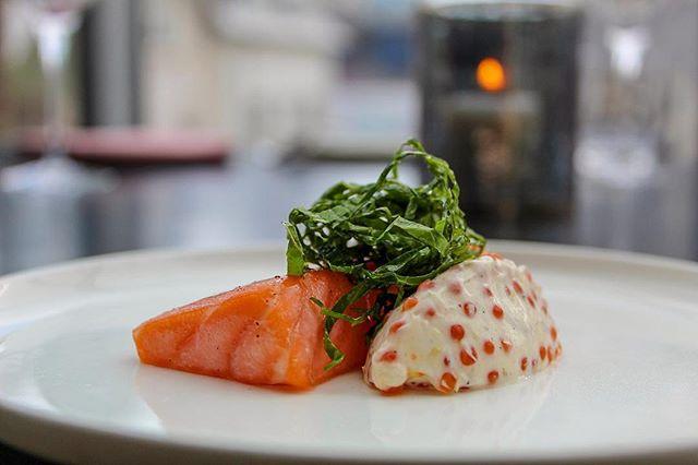 Heitreyktur lax, laxahrogn og íslensk wasabilauf.  Þessi réttur er á 6 og 8 rétta seðlinum. Pantið borð á www.nostrarestaurant.is eða hringið í síma 519 3535  _____  House cured & smoked salmon, salmon roe, Icelandic wasabi leaf & cream.  Come and enjoy this exquisite dish featured on our 6 & 8 course dinning experience!  Reservation can be made online at nostrarestaurant.is or 519-3535