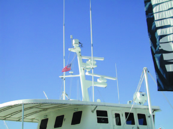 Great separation and height of the two 9dB VHF antennas, using solid Rupp mounts, on this Nordhavn 62. The two GPS antennas, however, are mounted atop the spreaders, directly in the beam path of the lower, open-array radar antenna. Not good.