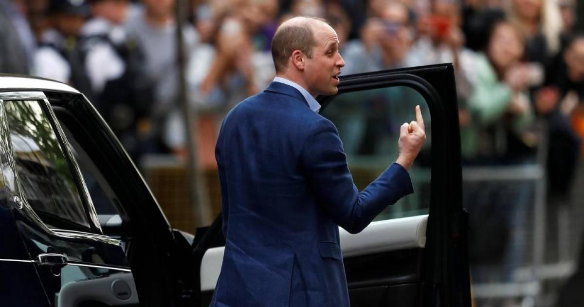 PrinceWilliamfinger1.jpg