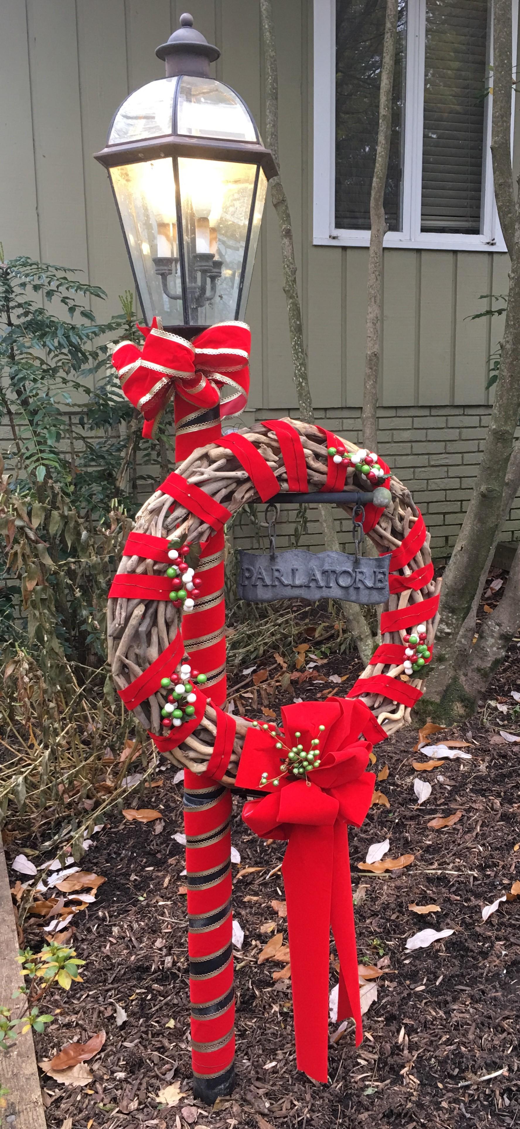 Christmas wreath on pole.jpg