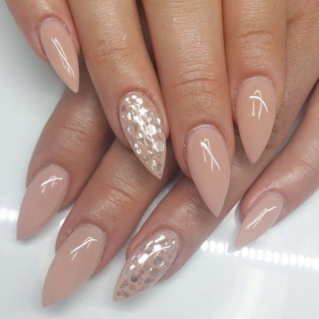 fc61bd44935a37397c561ee8f2bf32e1--nude-nails-hot-nails.jpg